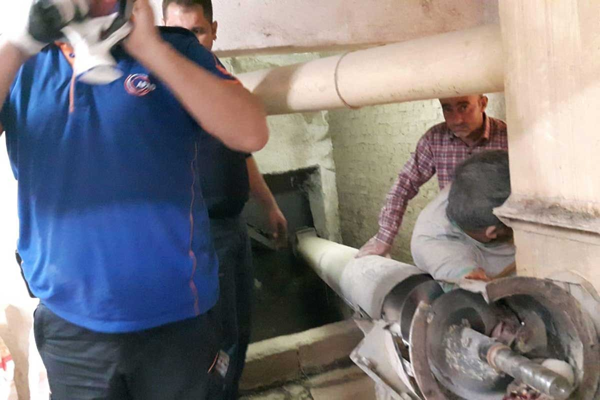 Un fabrikasında kolu makineye sıkışan işçi ağır yaralandı