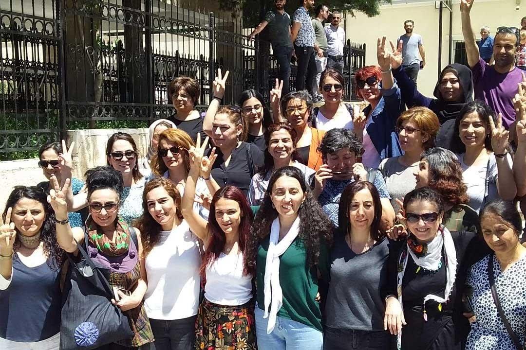 Mardin'de kadınlardan tacizle suçlanan polis kayyuma suç duyurusu
