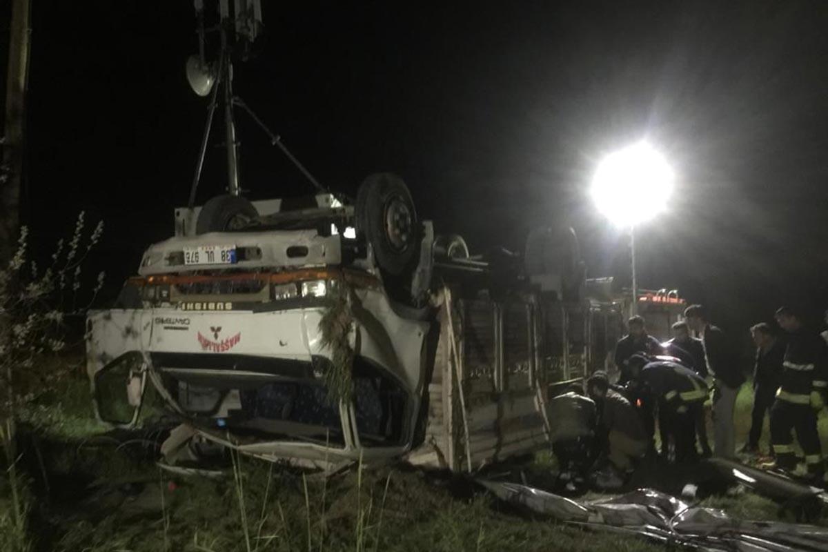 Mültecilerin bulunduğu kamyon devrildi: 5 kişi öldü, 39 kişi yaralandı