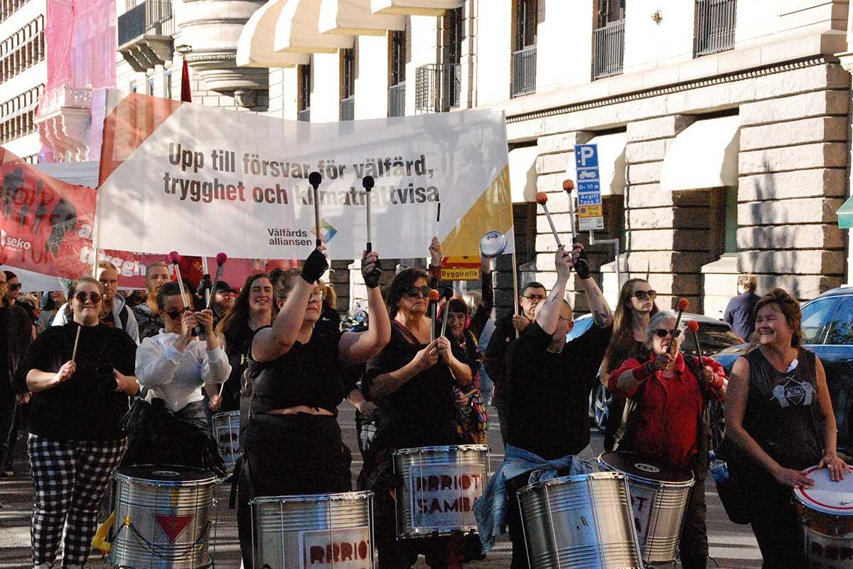İsveç'te işçiler ve çevreciler iş güvencesi ve iklim için sokağa çıktı