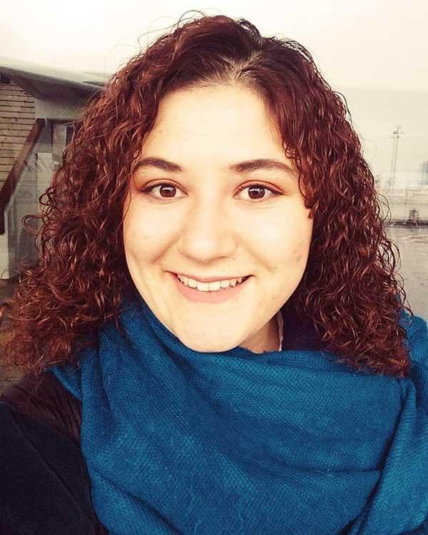Performans Sanatçısı Sema Yayla