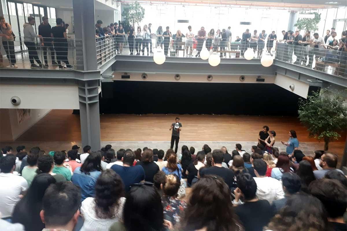 Özyeğin Üniversitesi öğrencileri zamlara karşı bir araya geldi