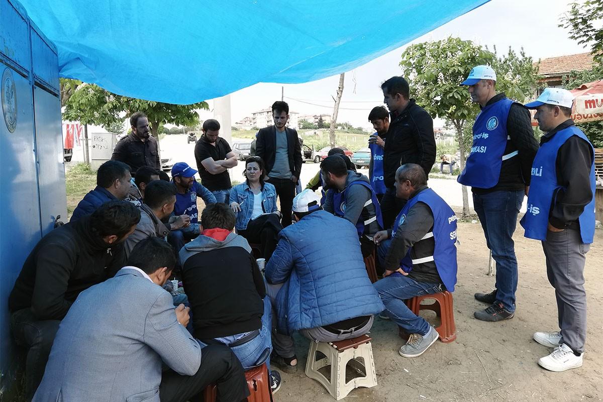 Akademisyen Nilgün Tunçcan Ongan Kale Kayış'ta direnen işçileri ziyaret etti.