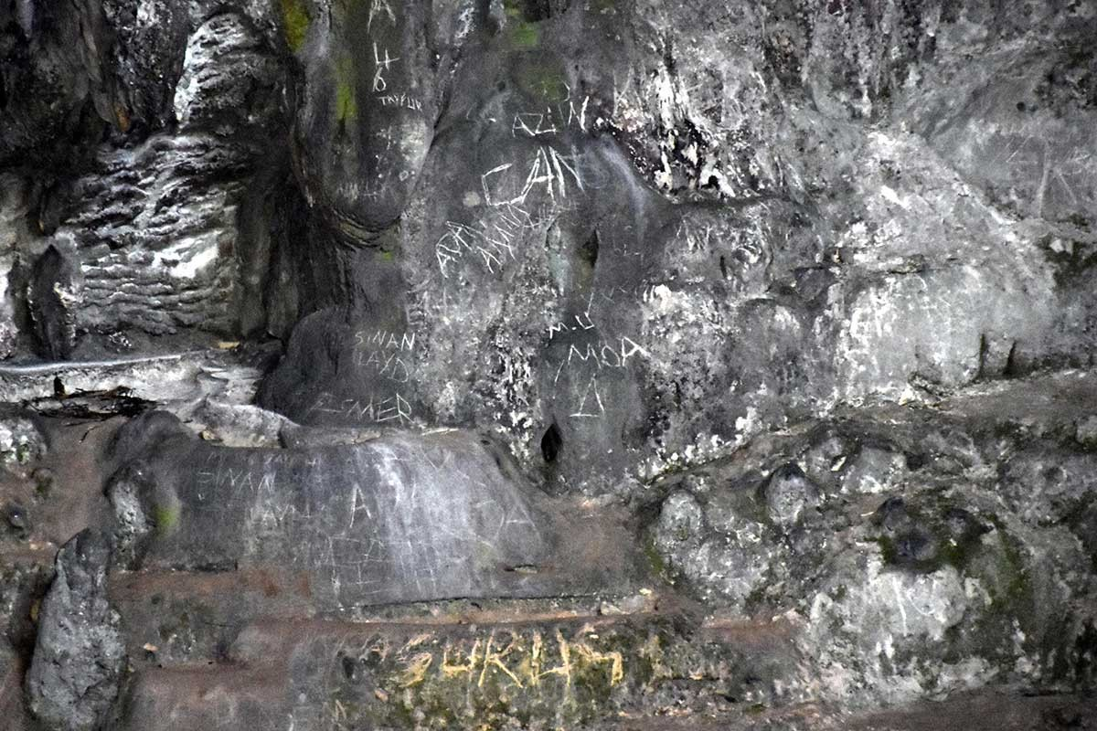 Cennet Adası'nda 12 bin yıllık tarihe 'Aşk ilanı' yazıları