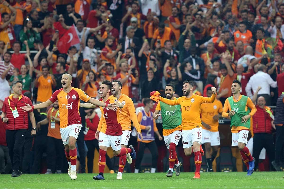 Başakşehir'i 2-1 mağlup eden Galatasaray şampiyon oldu