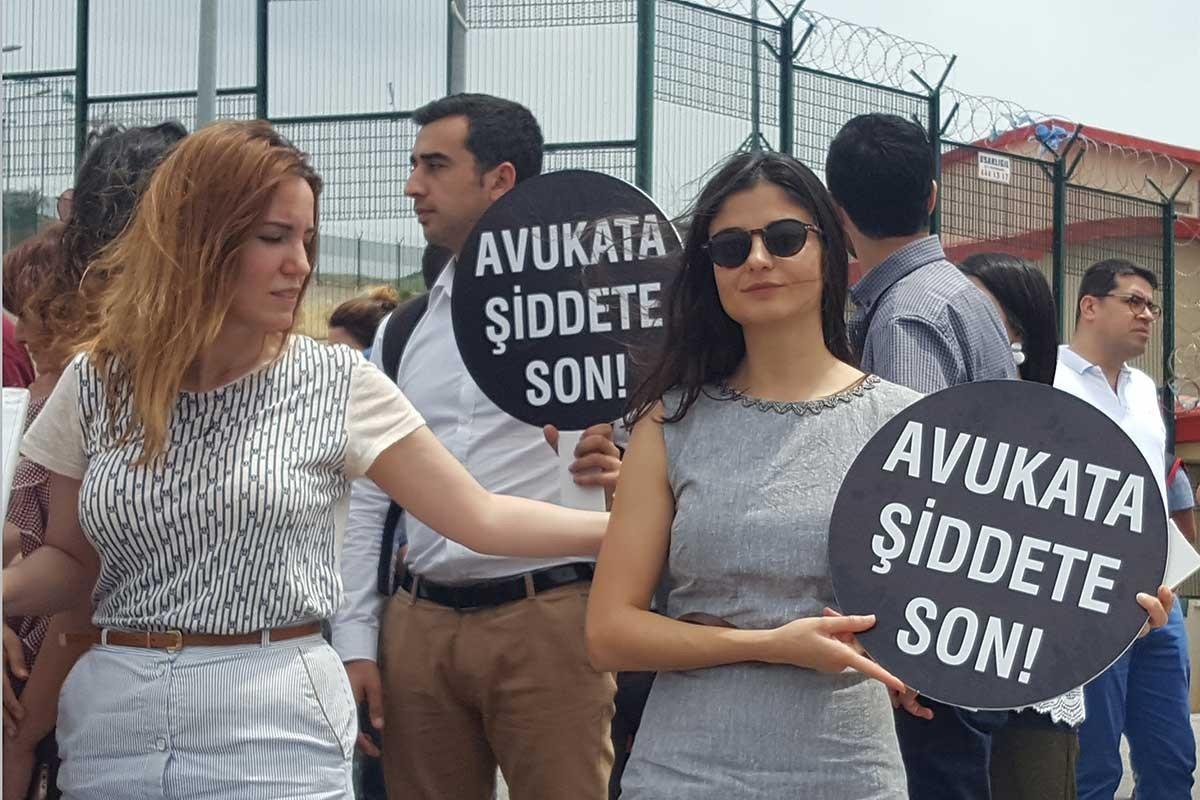 Bursa Barosundan polislerin Av. Fesih Demir'e yönelik saldırısına tepki