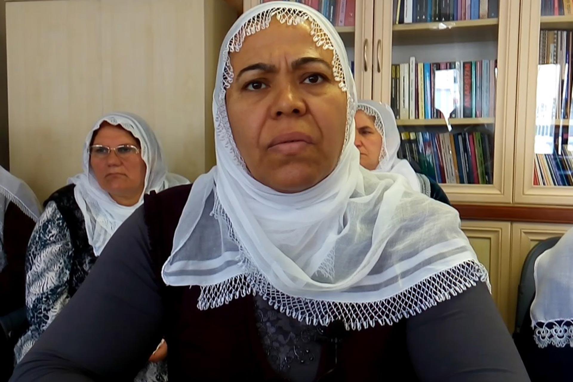 Kardeşi 5 Ocak'tan bu yana açlık grevinde olan Ayfer Bitmen, 'Tarihteki gibi ölümler tekrarlanmasın' dedi