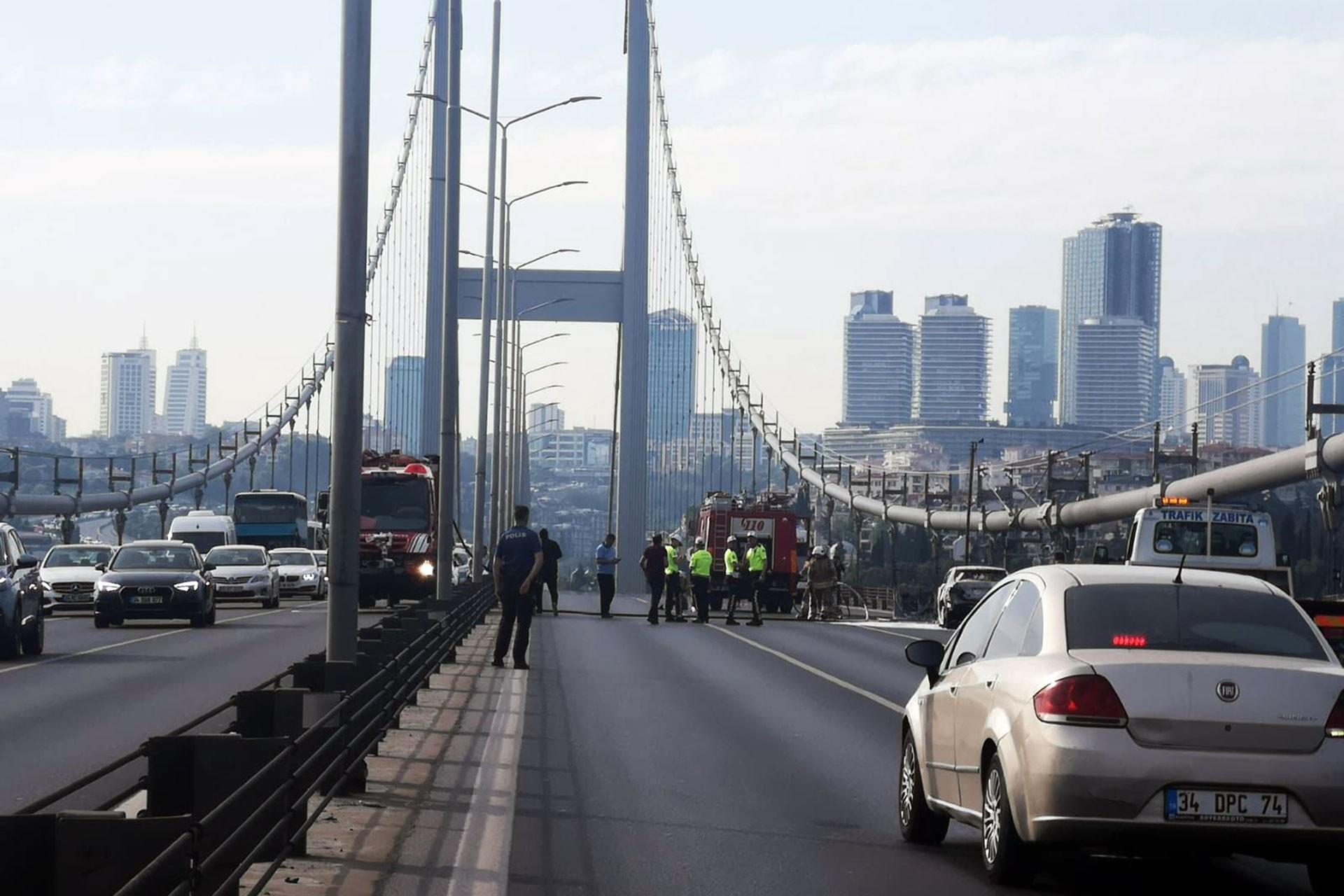 Köprüde otomobilini yakan bir kişi daha sonra intihar etti