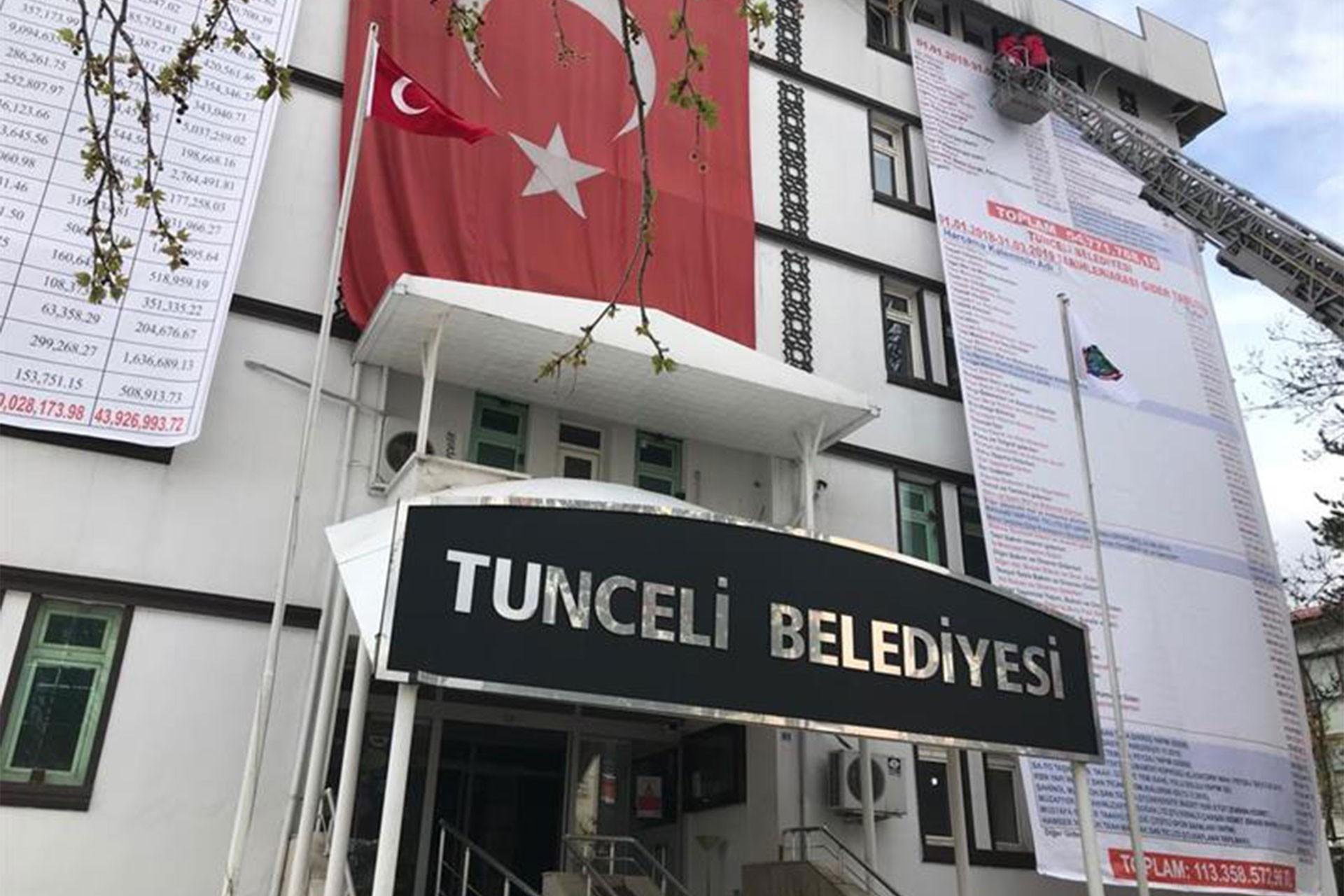Mahkemeden Dersim'de belediye tabelasına 'Dersim' yazılmasına durdurma