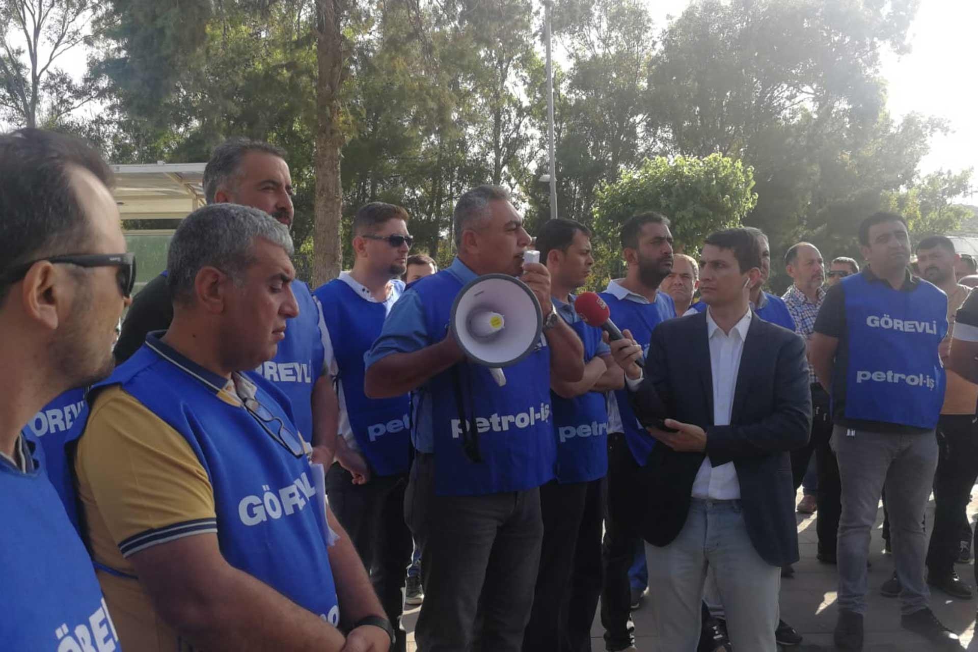 Petrol-İş Aliağa Şube Başkanı Ahmet Oktay, 'TÜPRAŞ işvereni ne kadar zam teklif ettiğini basına açıklasın' dedi
