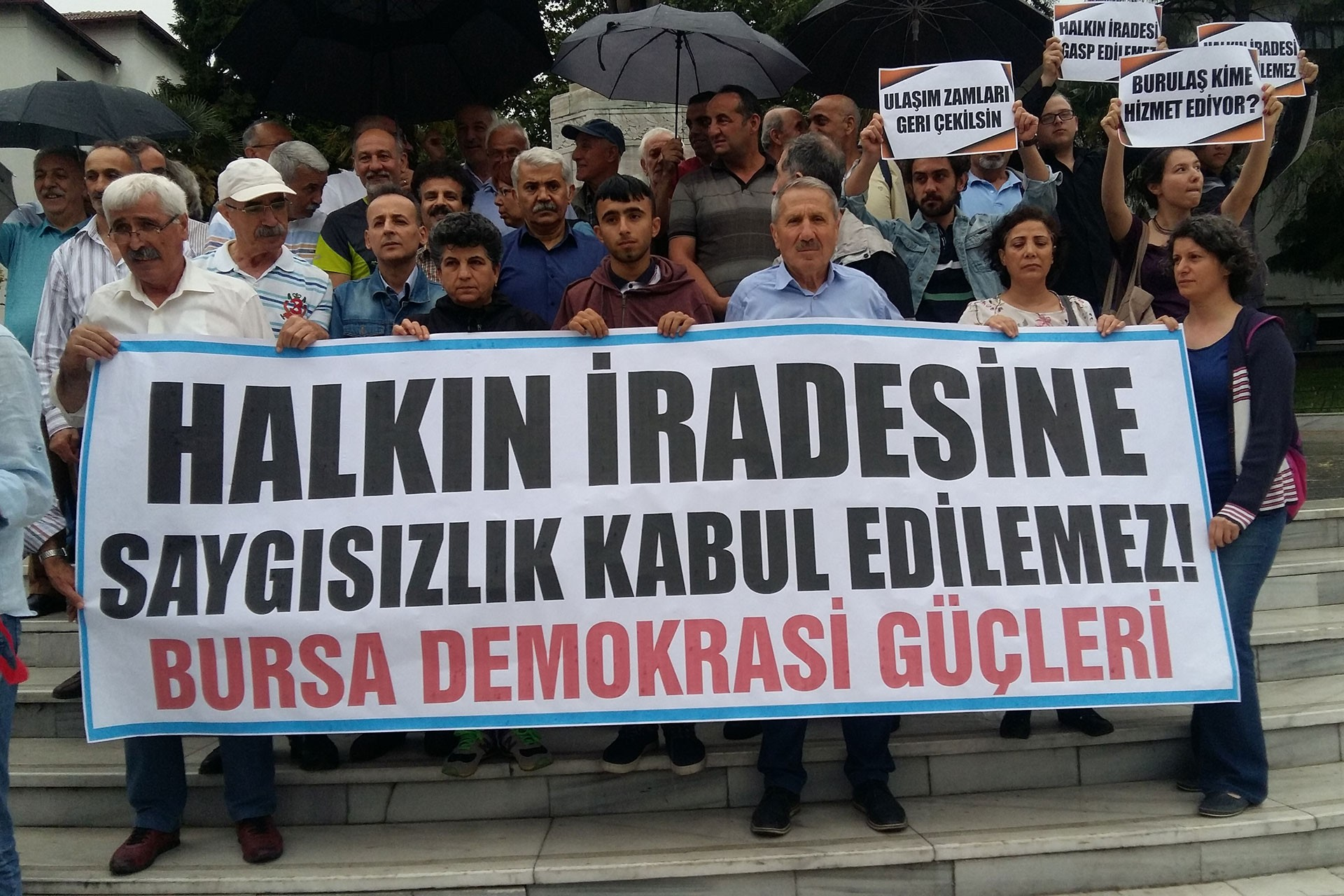 Bursa Demokrasi Güçleri ulaşım zammını ve YSK kararını protesto etti