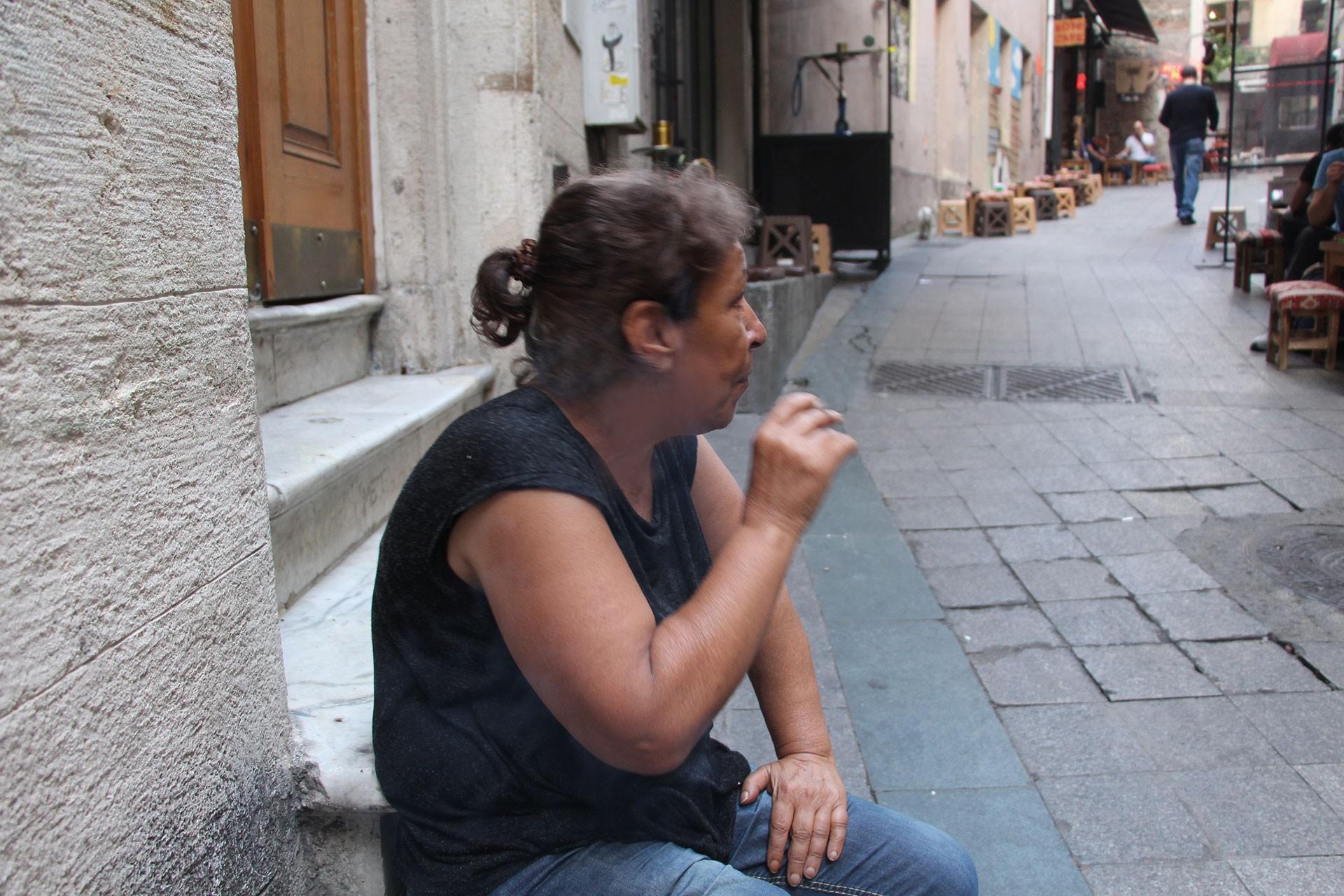 Bir kadının keşmekeş yaşamı: Bir Ayfer geçti Beyoğlu'dan