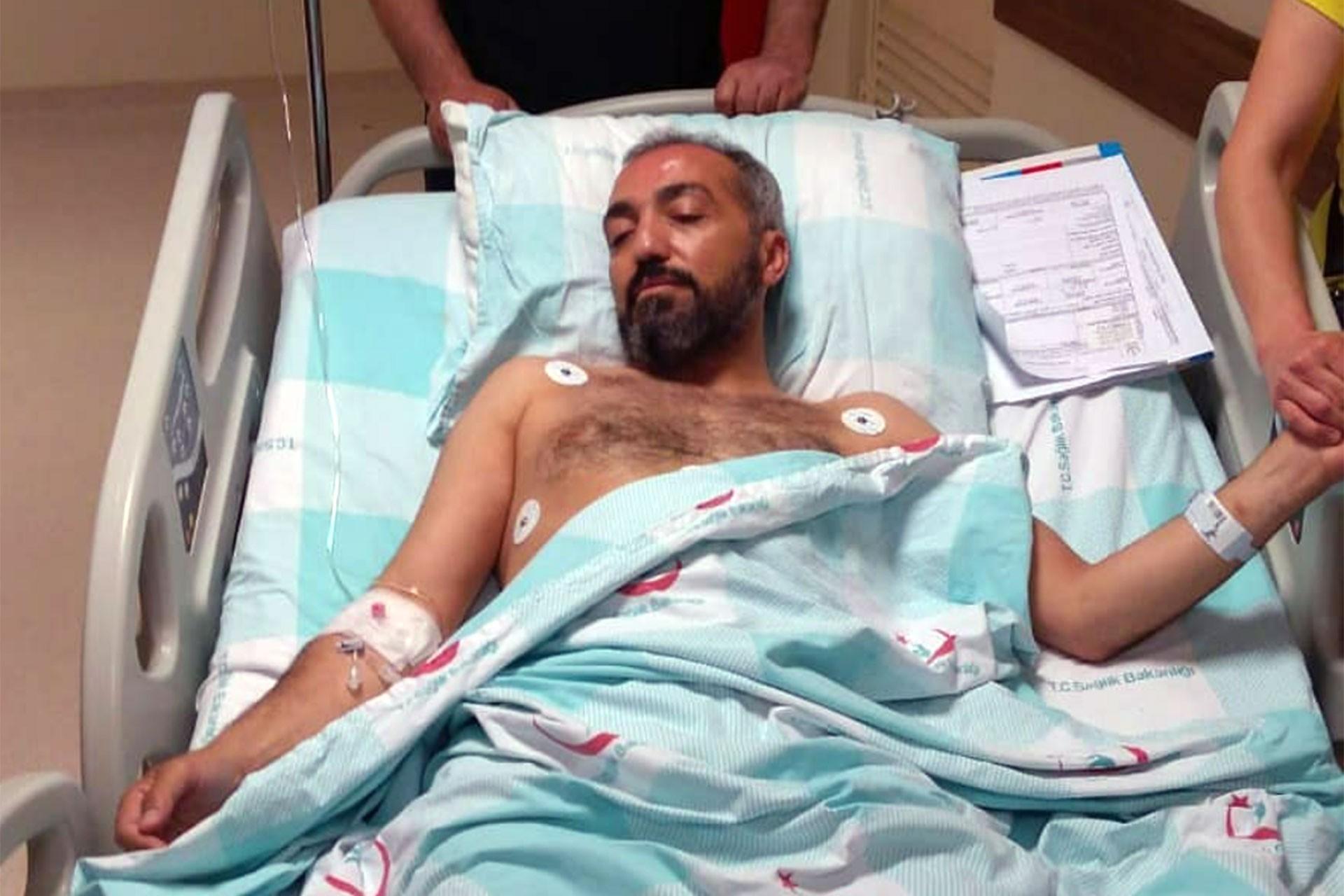 Gazeteci Hakan Denizli evi önünde silahlı saldırıya uğradı