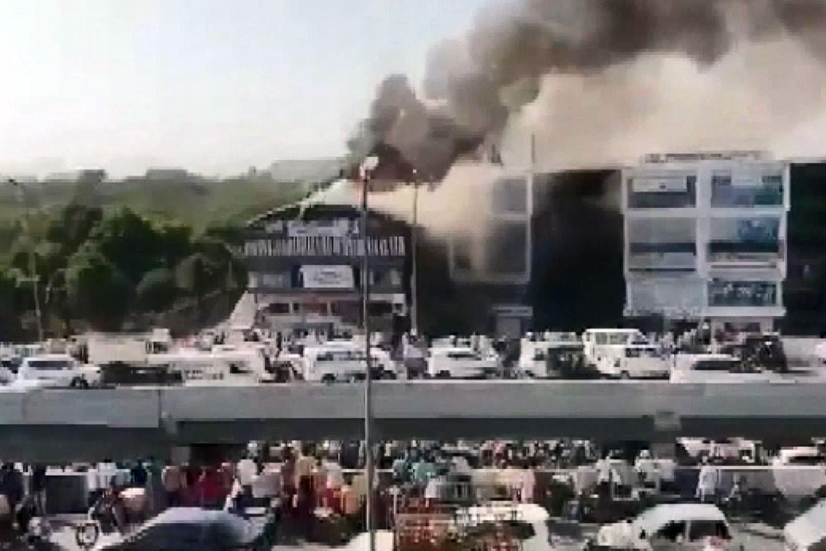 Hindistan'da eğitim merkezindeki yangında 18 öğrenci hayatını kaybetti