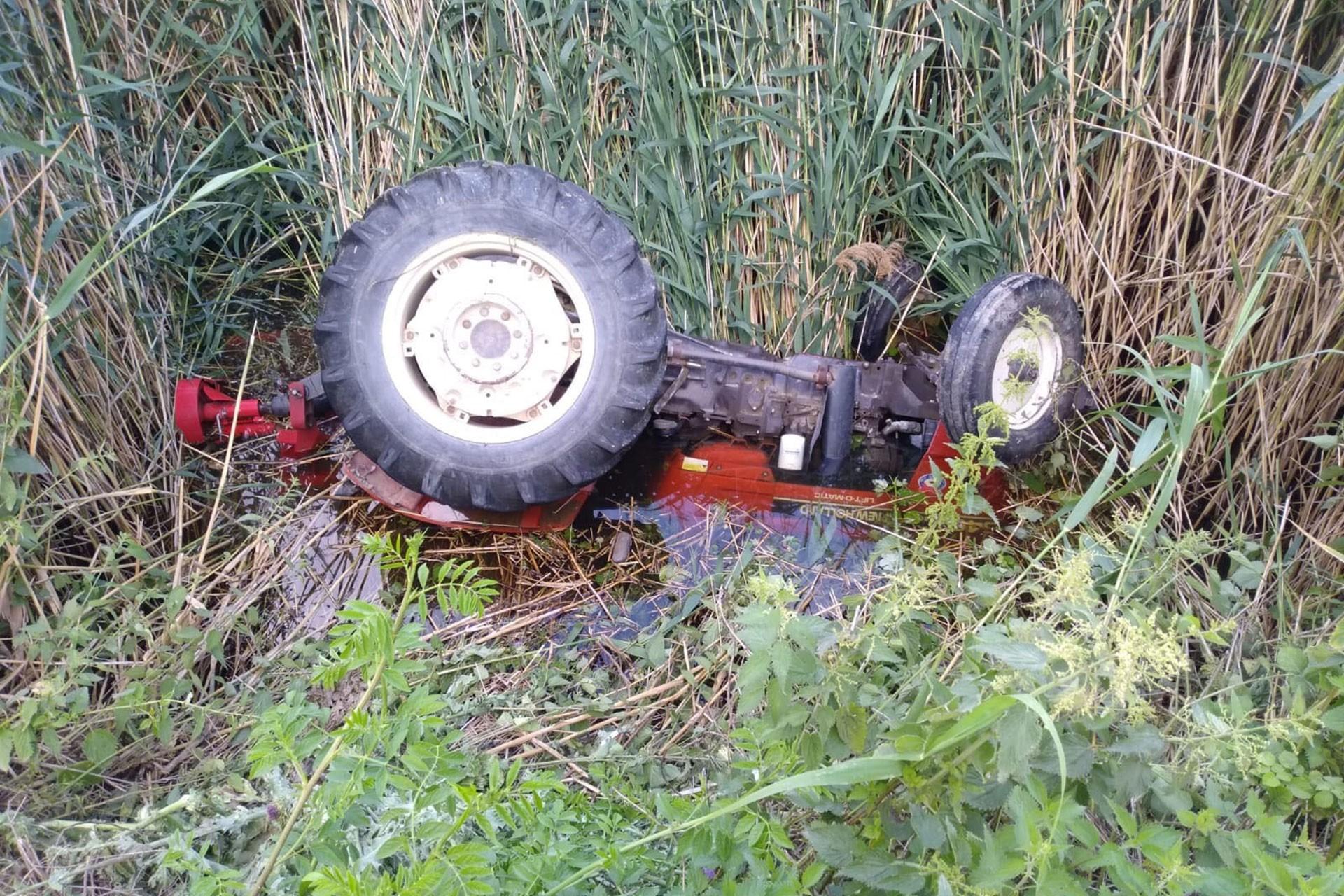 Traktörüyle su kanalına düşen çiftçi hayatını kaybetti