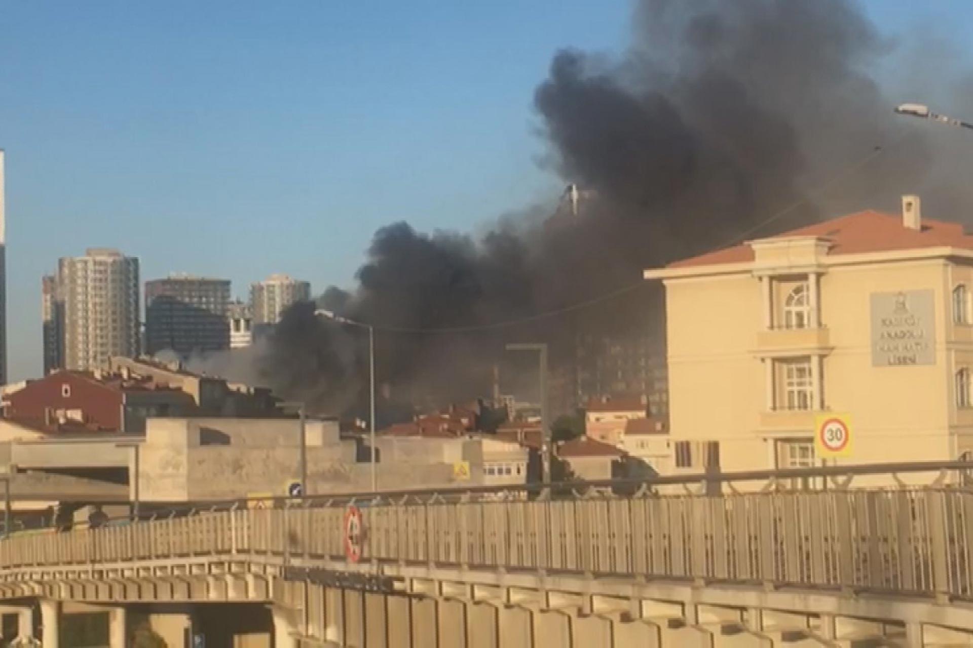 Kadıköy Fikirtepe'de işçilerin kaldığı binada yangın çıktı: 2 ölü