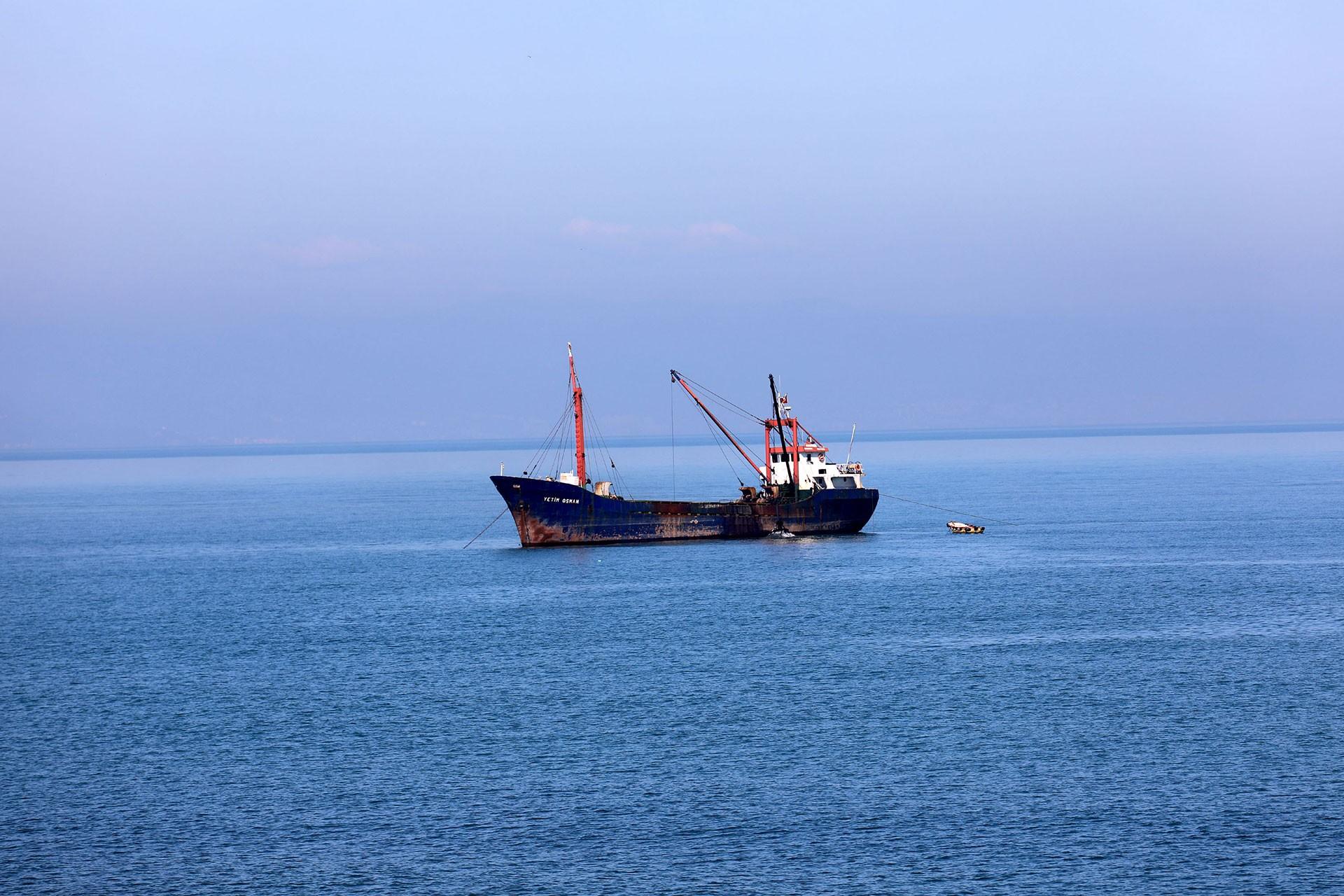 Denizden kontrolsüz kum çekilmesi Karadeniz kıyılarında erozyona neden oldu