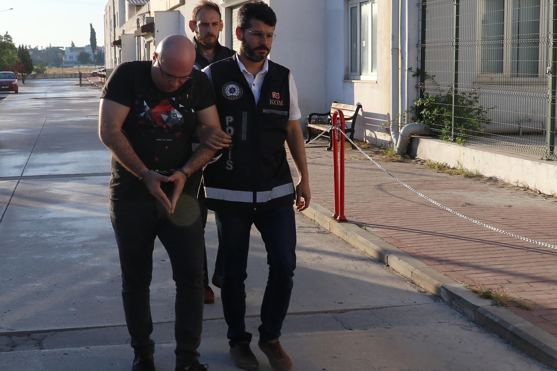 """İstanbul ve Adana'da """"FETÖ"""" operasyonu"""