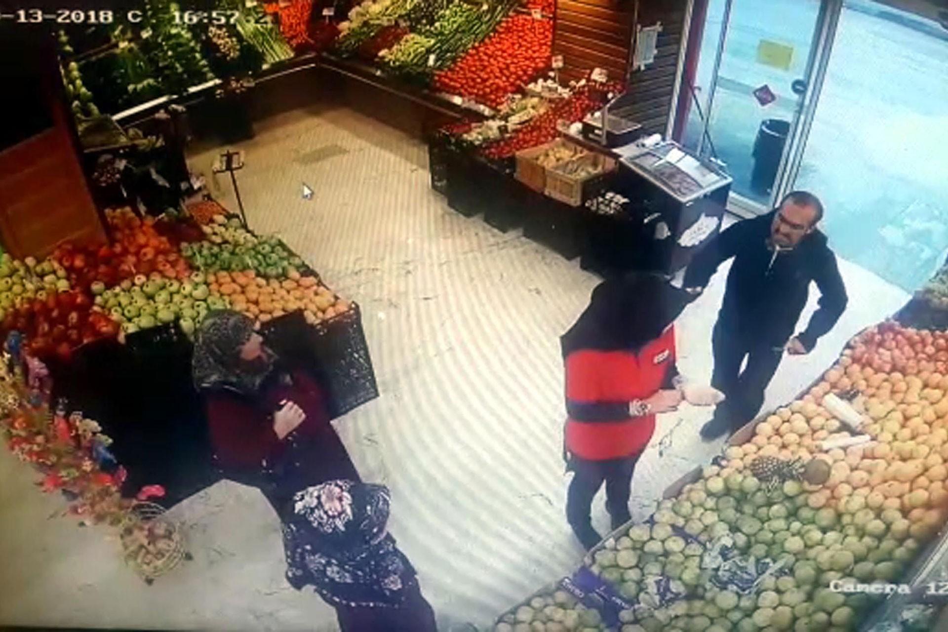 Erzurum'da Canısı Toktay adlı genç kadın, çalıştığı iş yerinde bıçaklı saldırıya uğradı.
