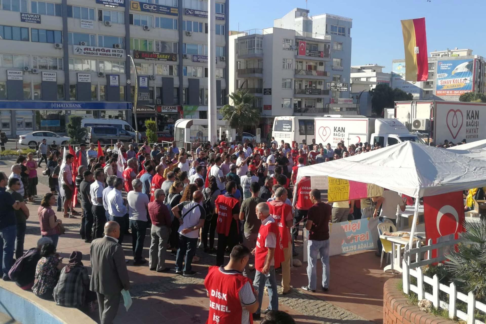 DİSK Genel İş 5 Nolu Şube, Aliağa Belediyesinden çıkarılan belediye işçileri için basın açıklaması yaptı