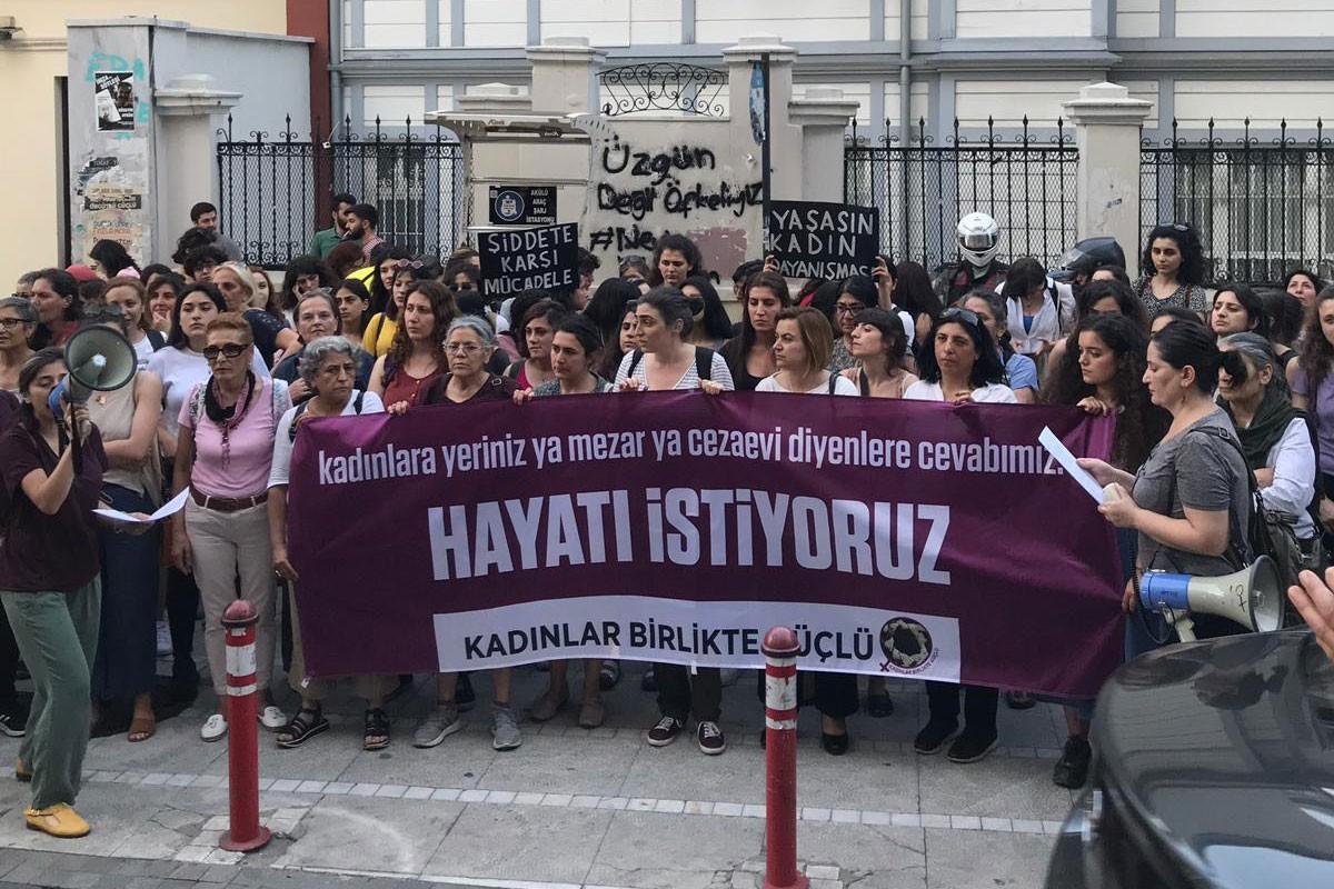 Kadın cinayetleri için gerçek adalet isteyen kadınlar Kadıköy'de yürüdü