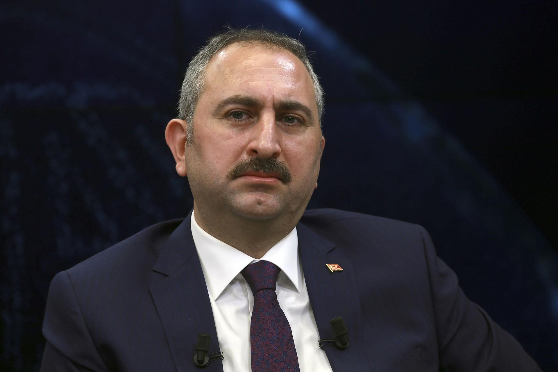 Adalet Bakanı Gül: Kadri Gürsel'e kelepçe kabul edilir değil