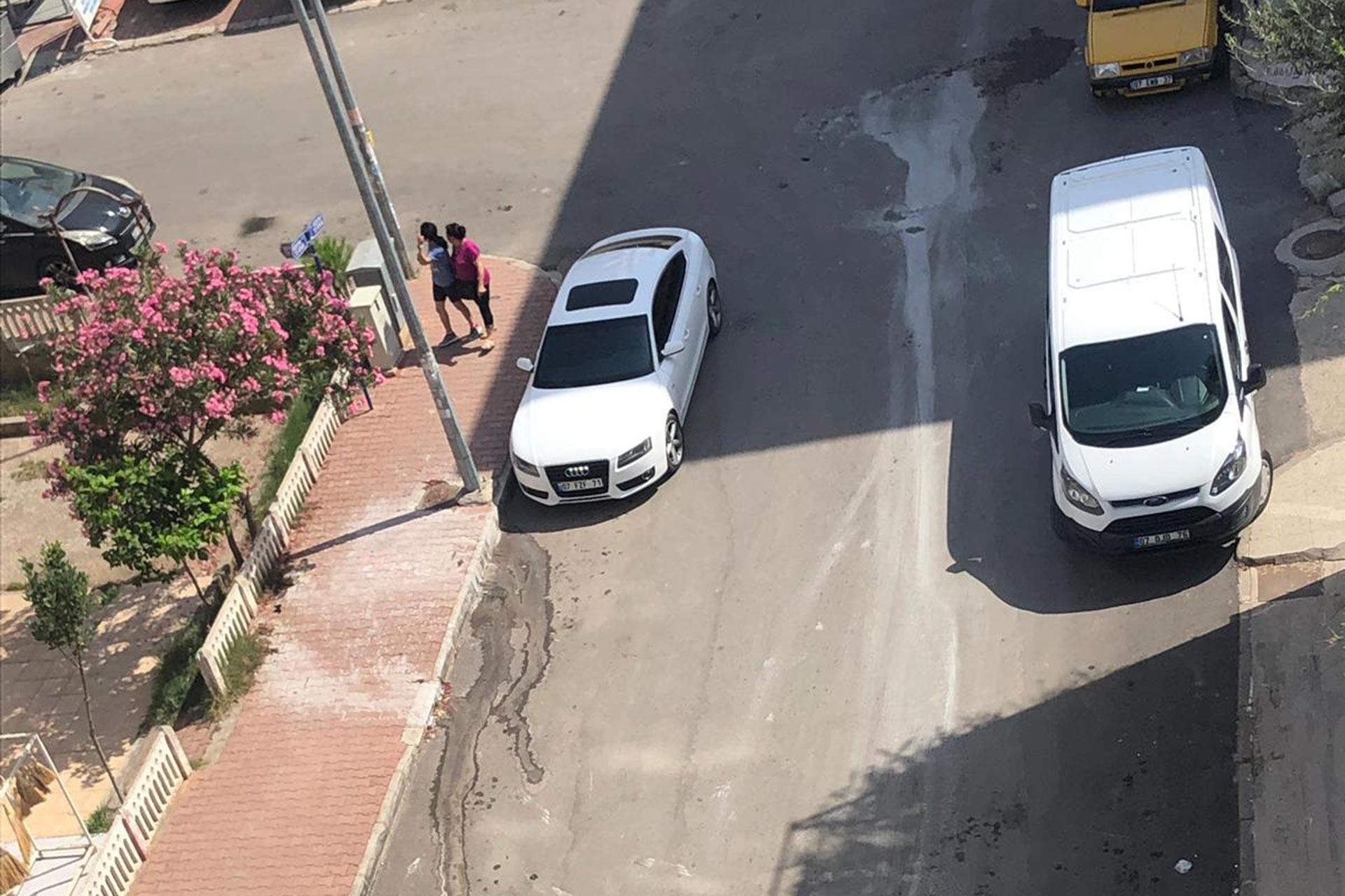 Antalya'da bir erkek sürekli taciz ettiği eski eşine kezzaplı saldırıda bulundu