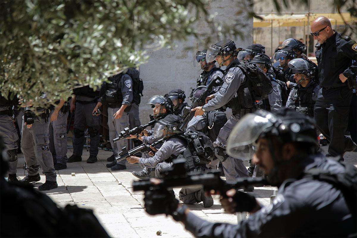 İsrailli bir grup Mescid-i Aksa'ya baskın düzenledi