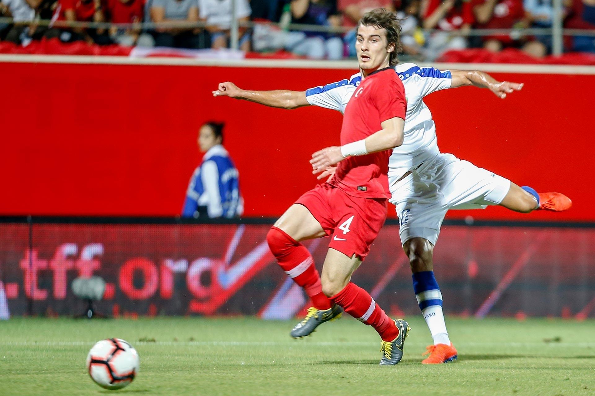 Türkiye A Milli Futbol Takımı Stoperi Çağlar Söyüncü