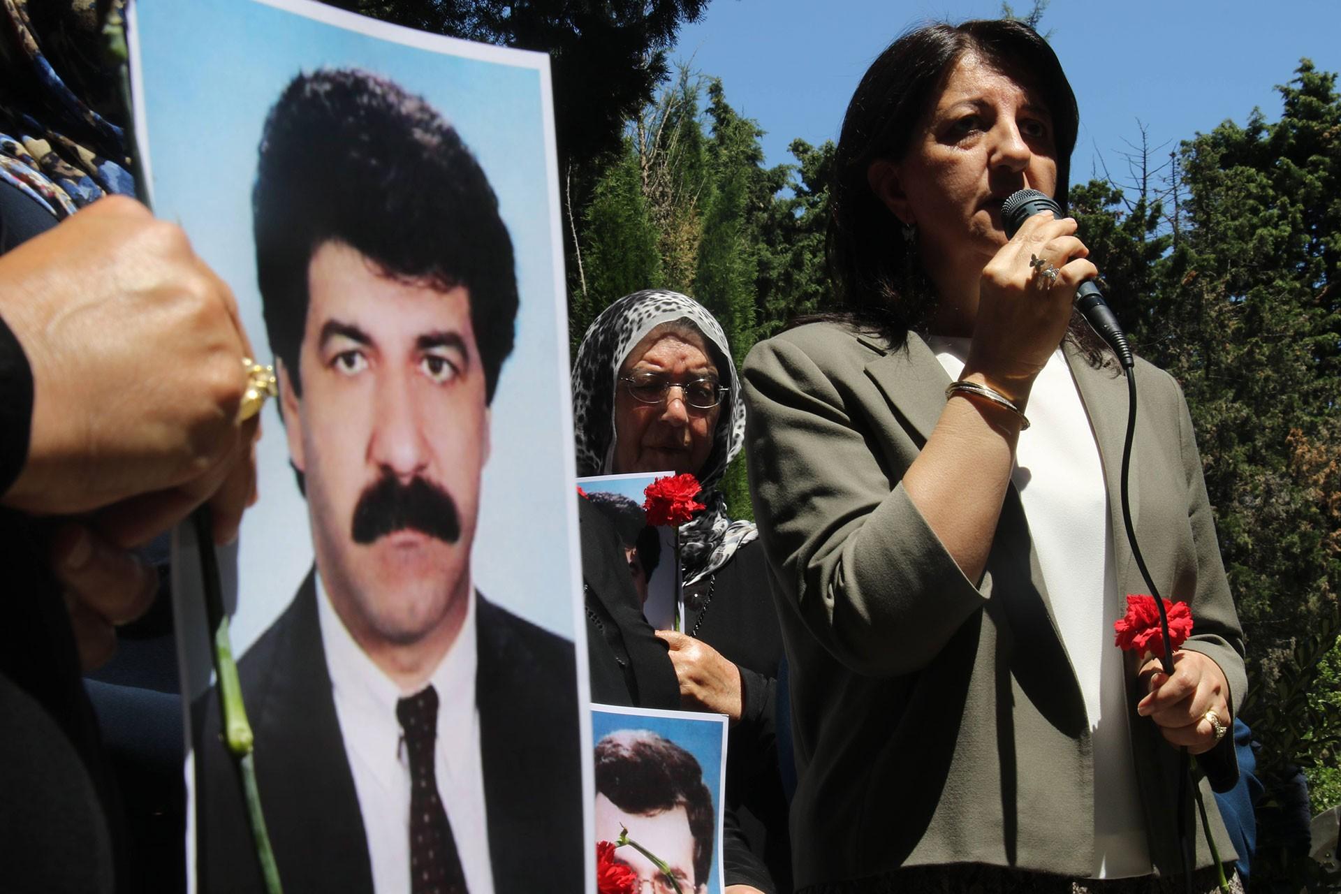 3 Haziran 1994'te kaçırıldıktan sonra öldürülen iş insanları Savaş Buldan, Hacı Karay ve Adnan Yıldırım mezarları başında anıldı.