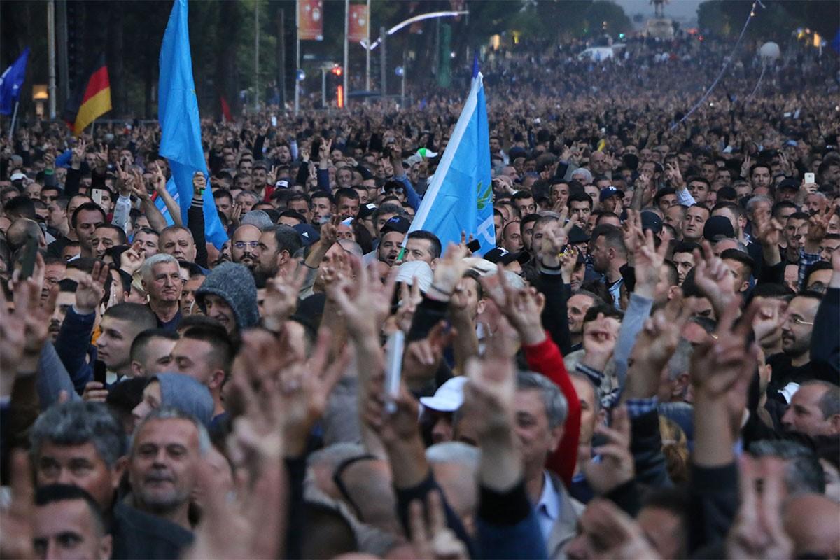 Arnavutluk'ta hükümet karşıtı protestolar sürüyor