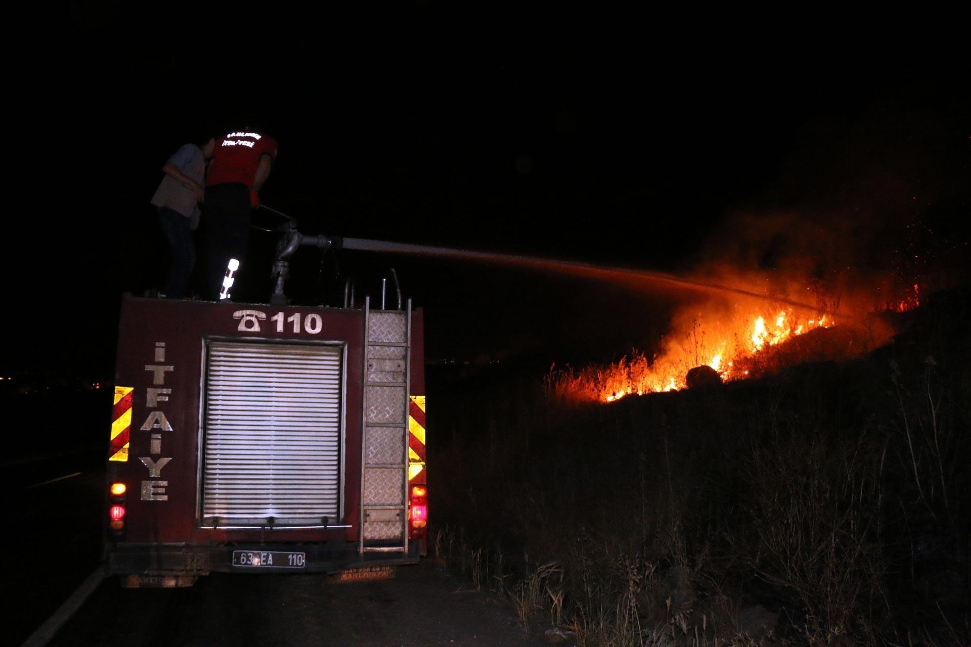 Urfa'da katı atık depolama alanı yandı