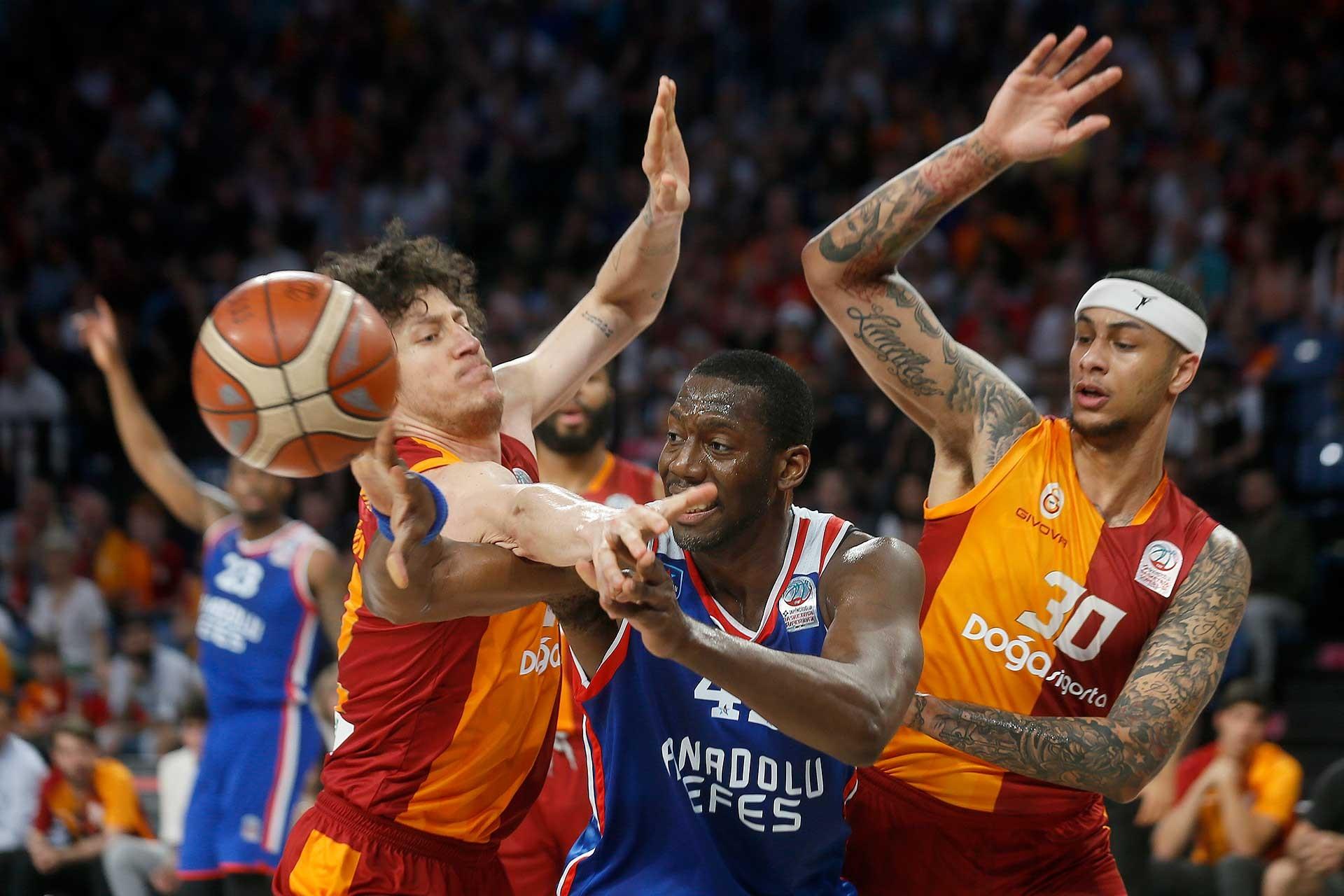 Basketbol Süper Liginde Galatasaray'ı eleyen Anadolu Efes finale yükseldi