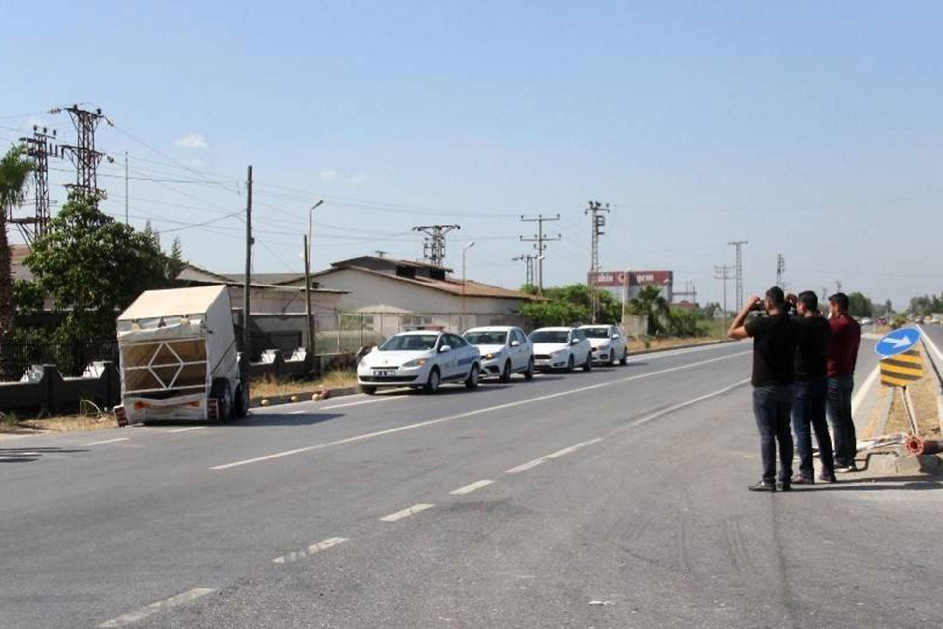 Adana'da römork devrildi: 2'i ağır 5 Suriyeli tarım işçisi yaralandı
