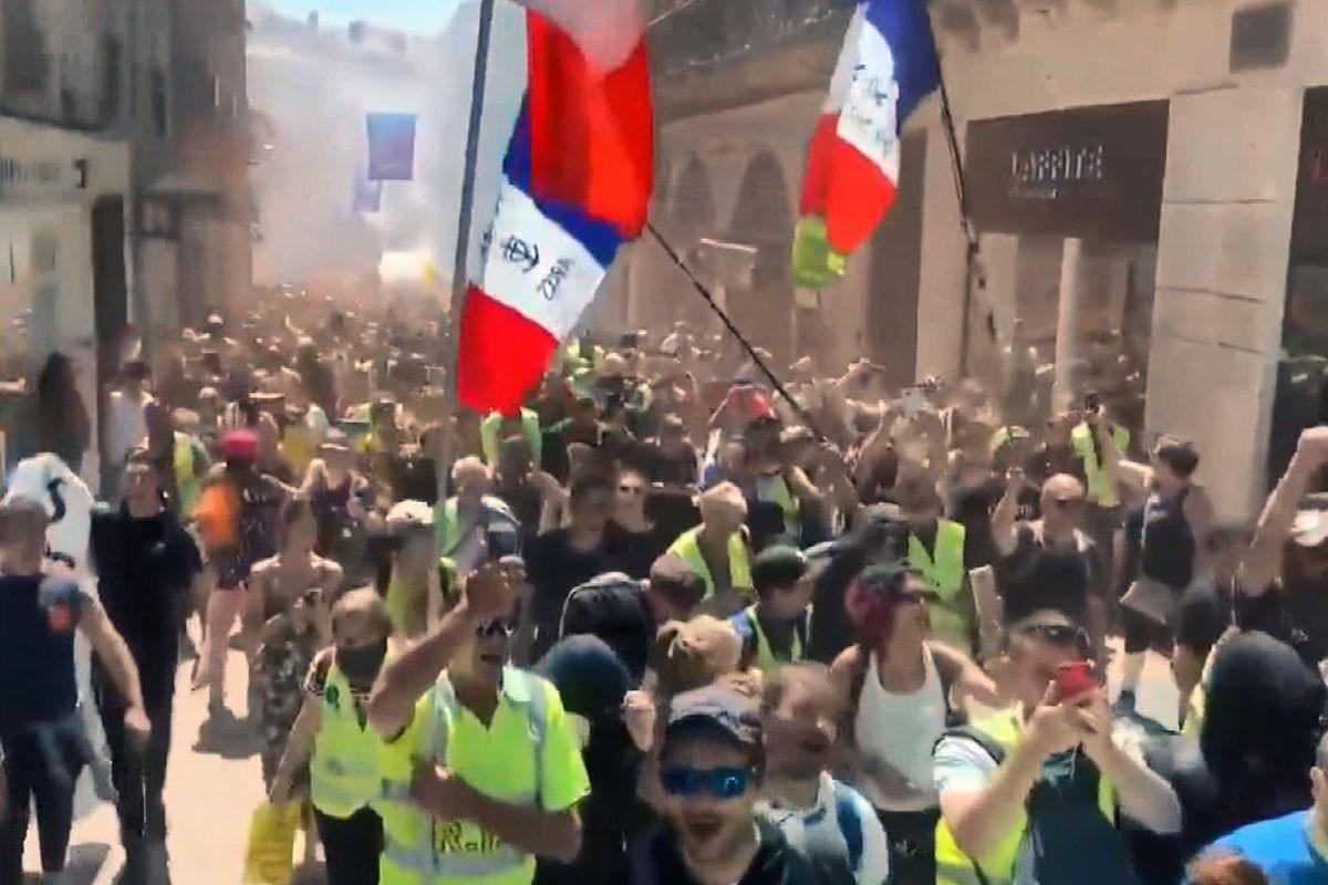 Sarı Yelekliler protestosu 30. haftasında devam etti