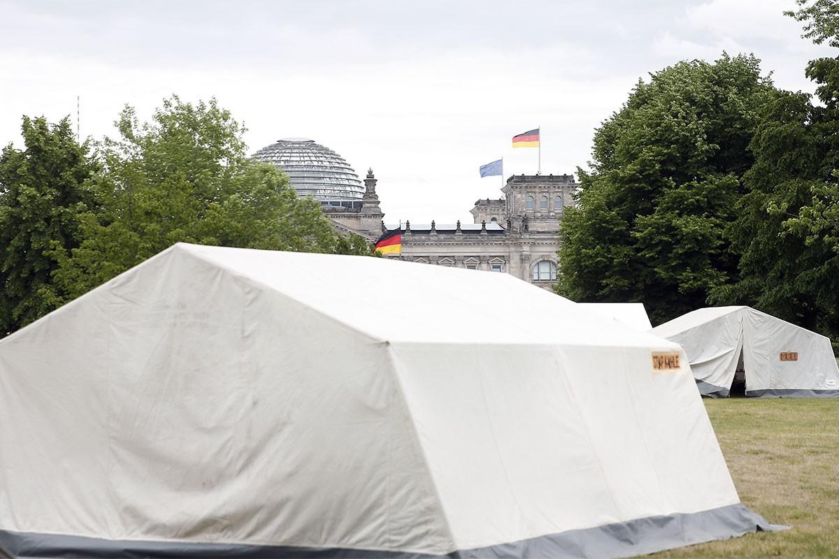 Almanya'da çevreciler Başbakanlık yakınlarında kamp kurdu