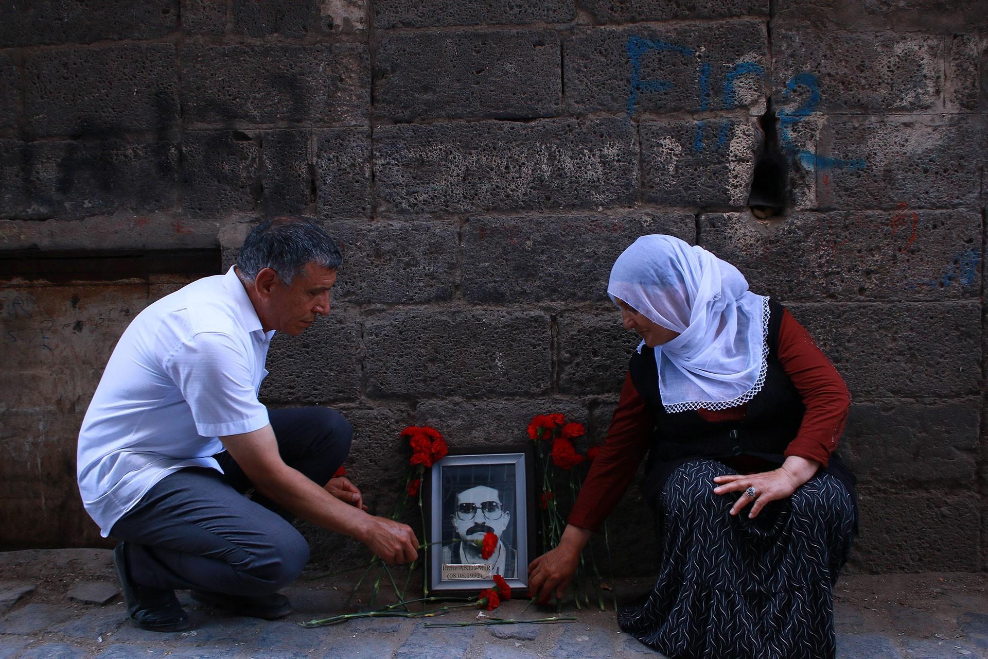 Gazeteci Hafız Akdemir katledildiği sokakta anıldı
