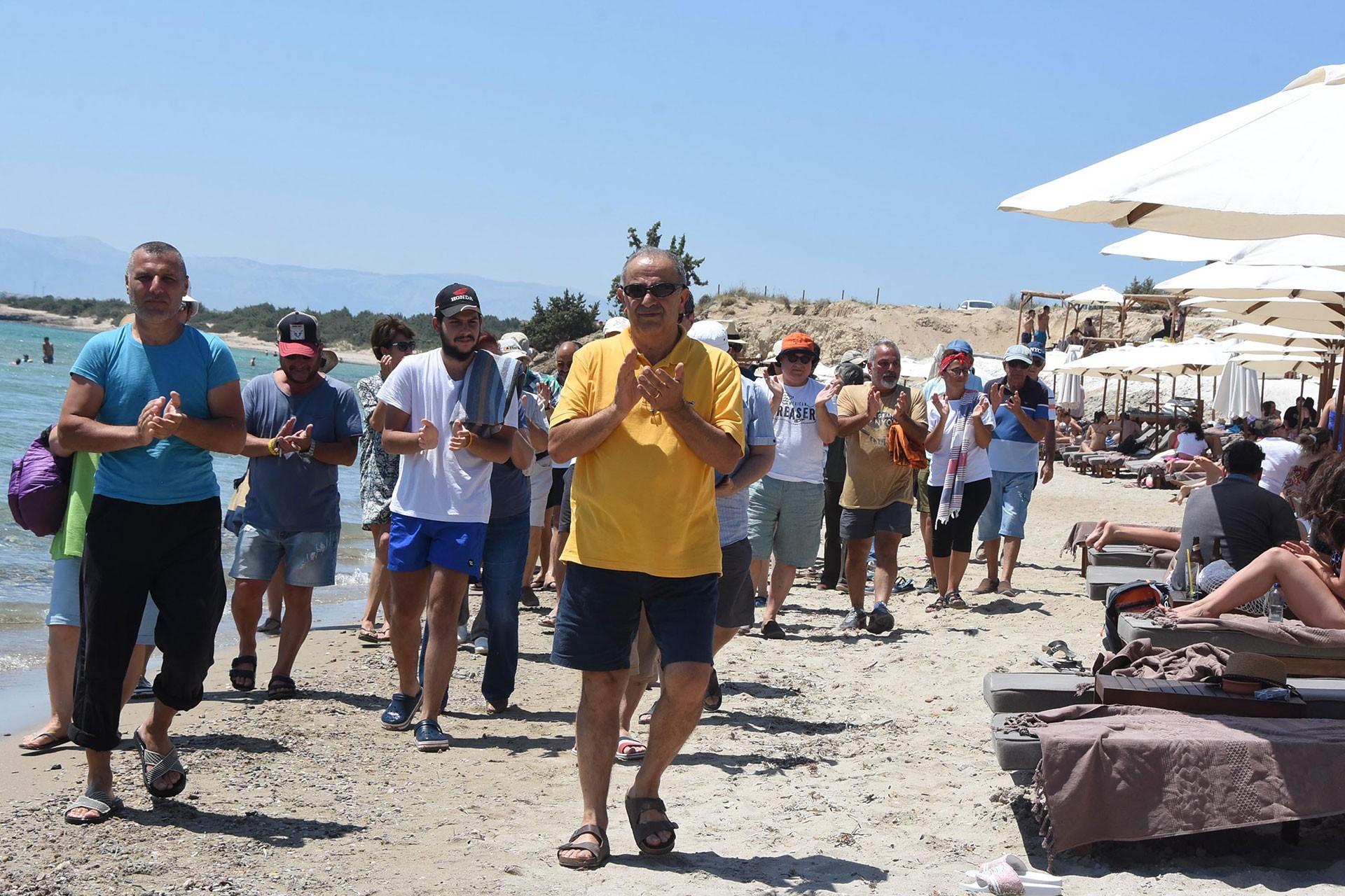 Çeşme'deki halk plajı işgaline son verildi