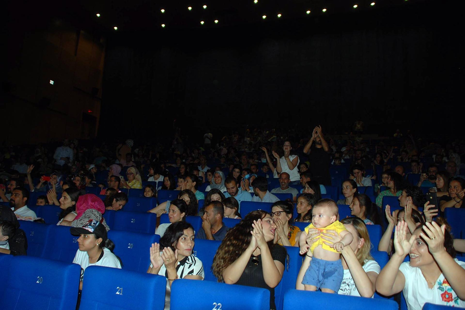 Diyarbakır'da düzenlenen Sur Çocuk Festivali, halkın büyük ilgisiyle karşılandı