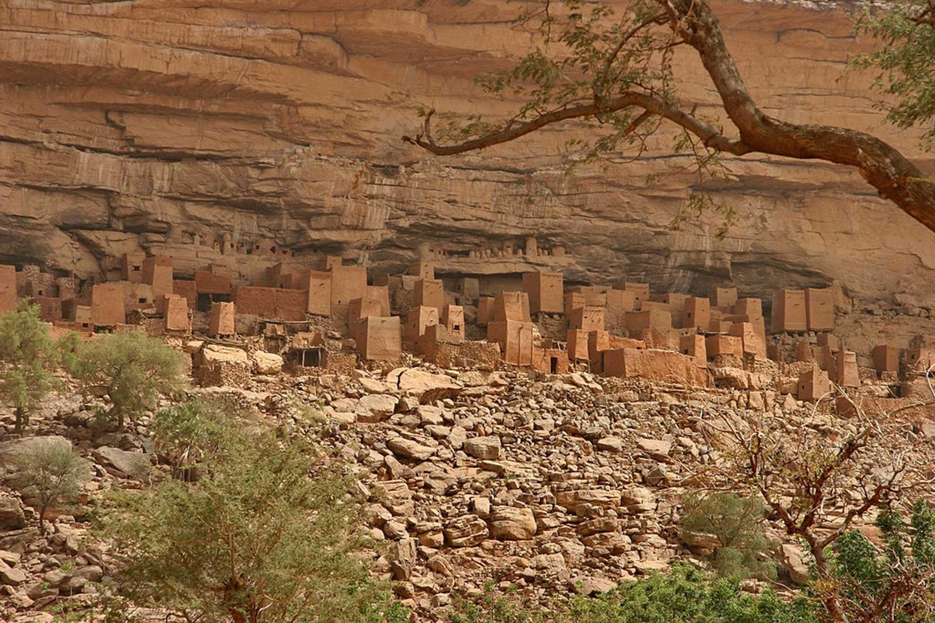 Mali'de Dogon köyüne saldırıda en az 100 kişi hayatını kaybetti