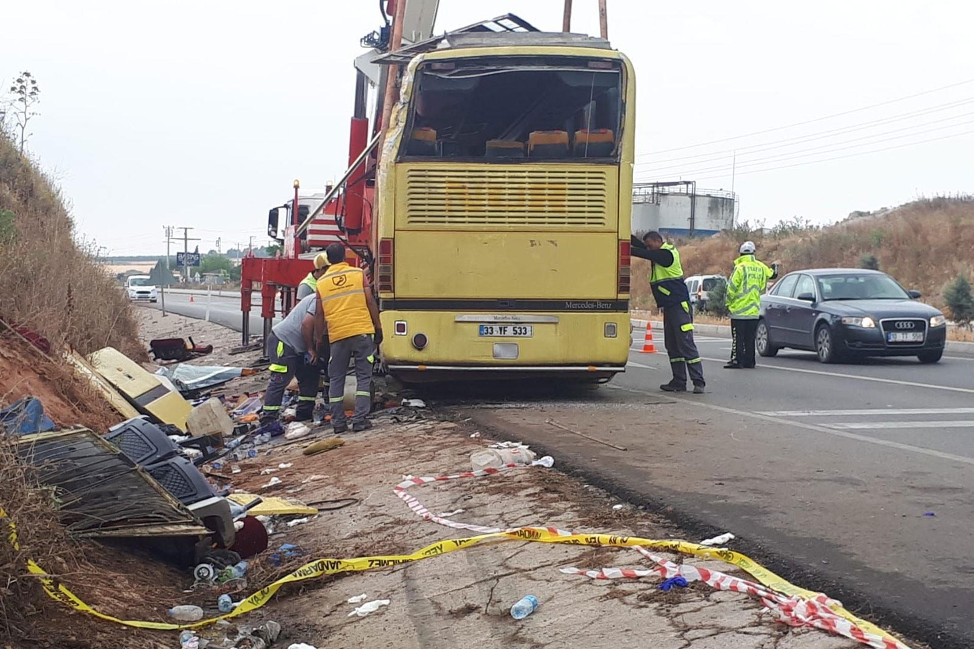 Bandırma'da tur otobüsü ve otomobil çarpıştı: 4 ölü, 35 yaralı