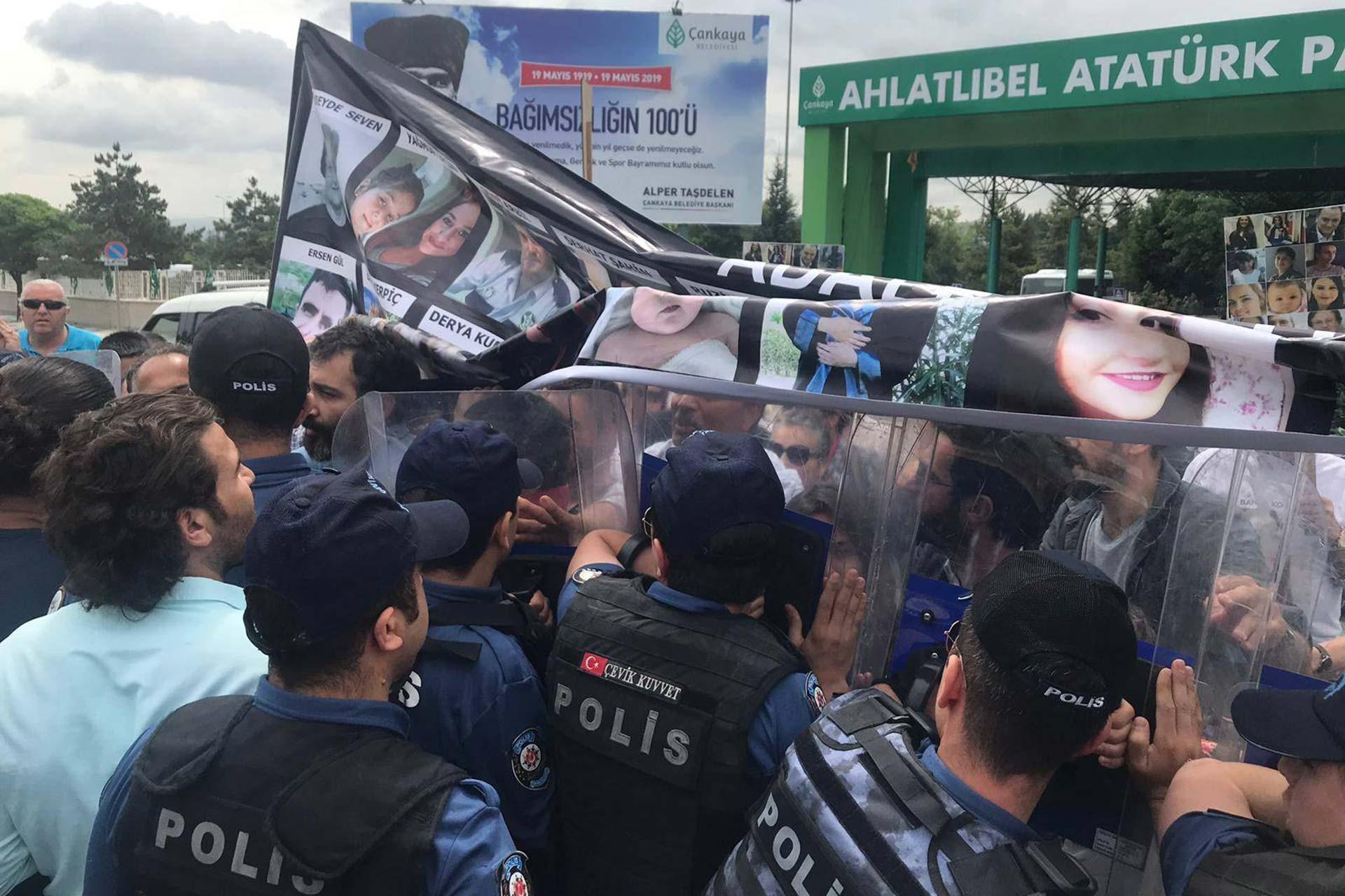 Çorlu tren faciasında yakınlarını kaybedenlerin AYM önünde açıklama yapması engellendi