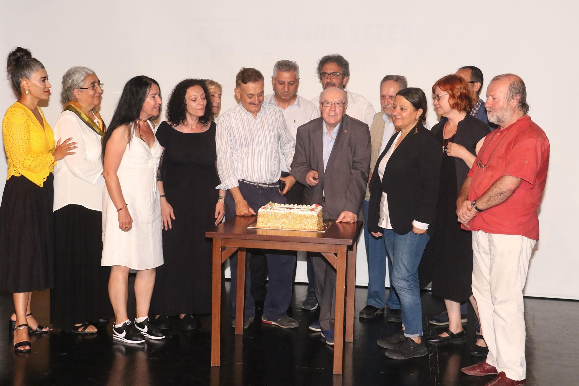 Sennur Sezer Ödülleri,76. doğumgünü pastası,Adnan Özyalçıner