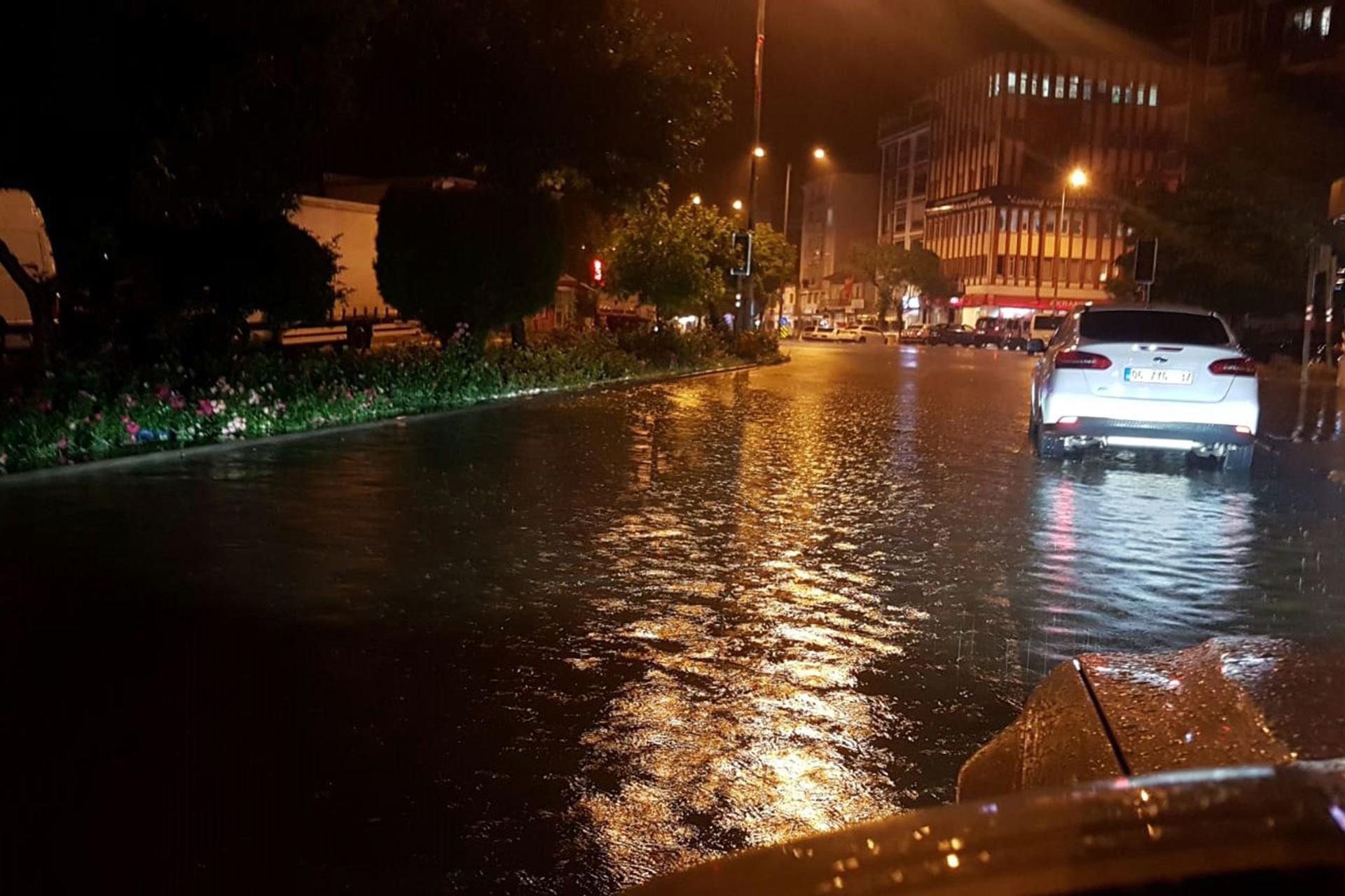 Ankara Elmadağ'da sağanak sele neden oldu