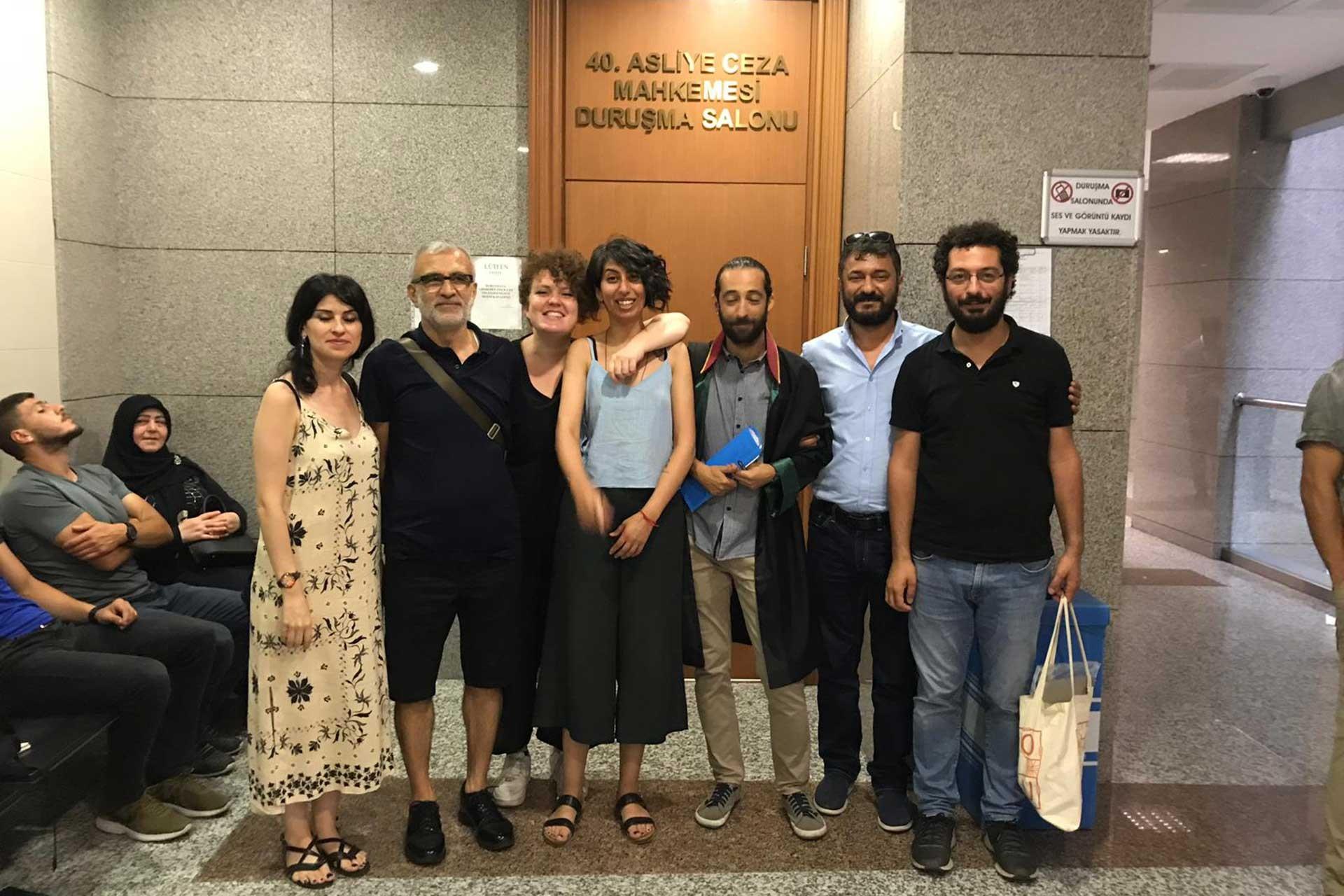 """""""Cumhurbaşkanına hakaret""""le yargılanan Gazeteci Canan Coşkun'a beraat"""