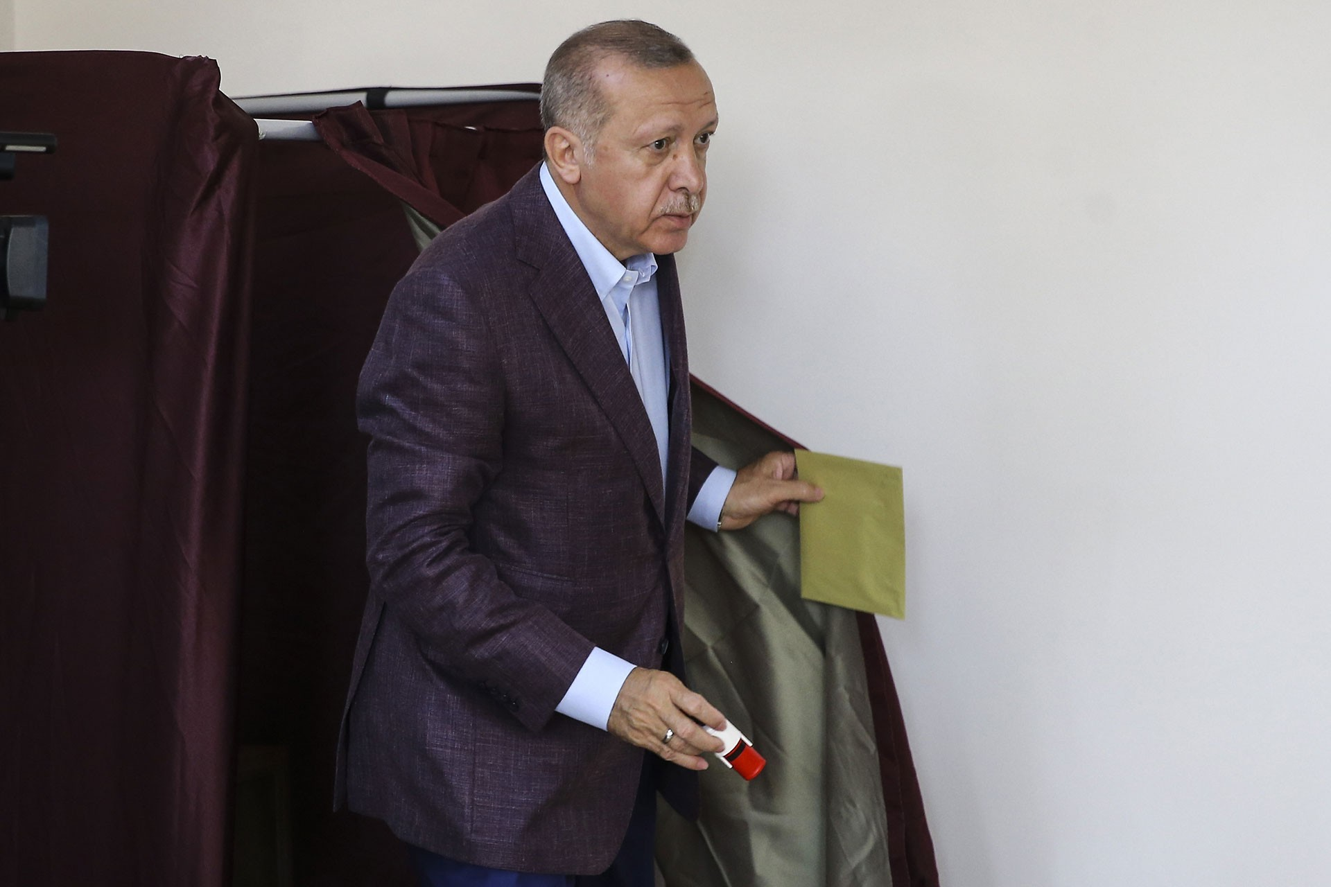 Both the Erdoğan, parliamentary majority and the AKP provincial municipalities are now 'lame ducks'
