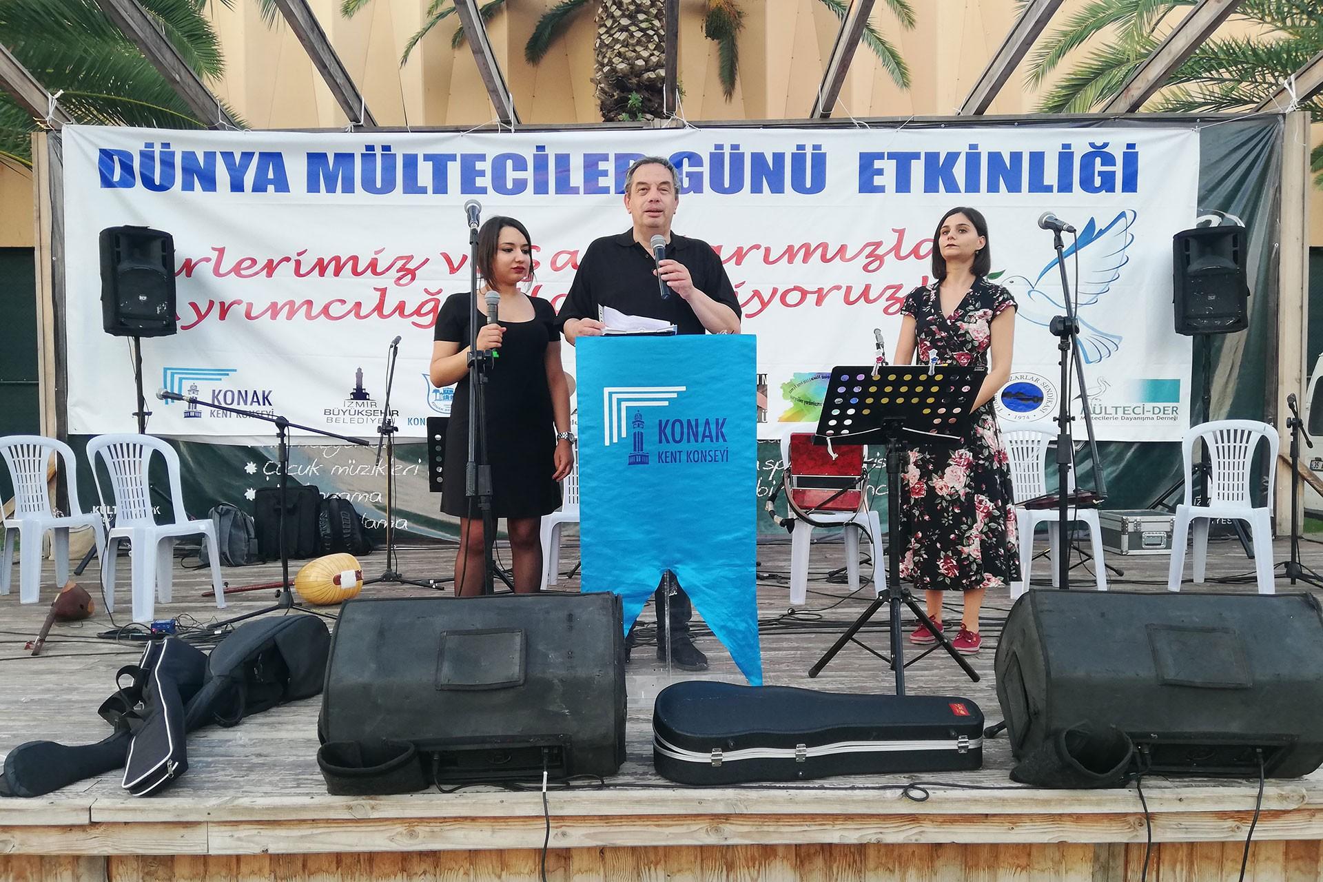 Konak'ta Mülteciler Günü etkinliği: Şiirler ve şarkılar ayrımcılığa karşı okundu