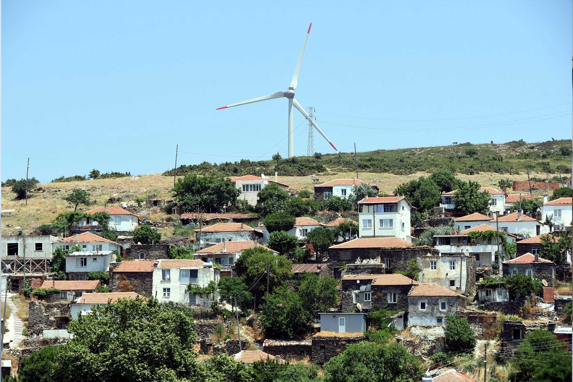 Karaburun'da afet bölgesi ilan edilen mahallenin halkı tedirgin