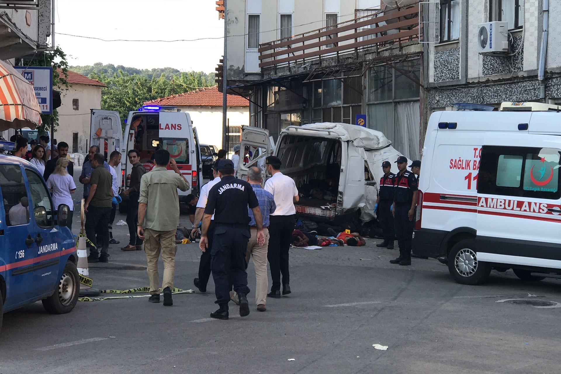 Edirne'de minibüse doldurulan 40 mülteciden 10'u yaşamını yitirdi