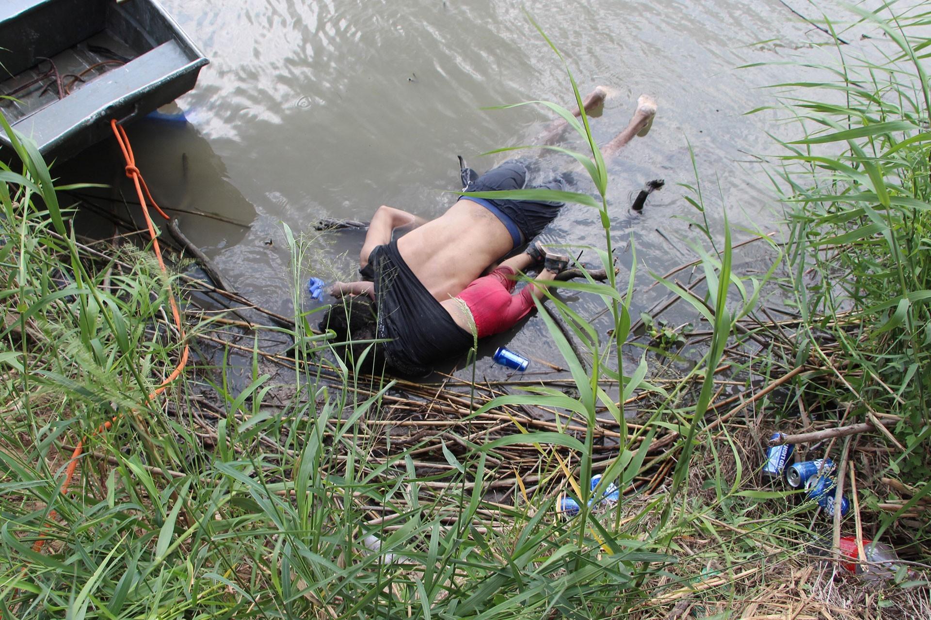 Meksika-ABD sınırında 23 aylık mülteci kız ve babası boğuldu